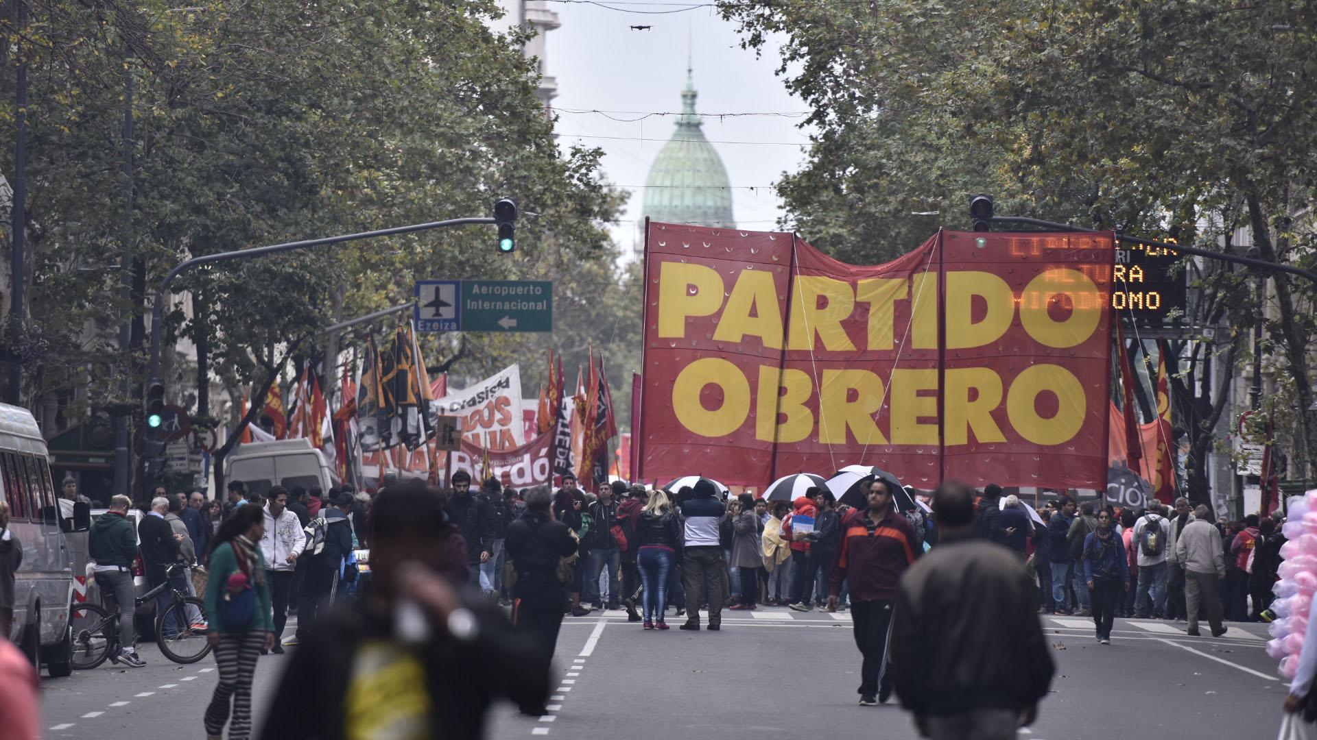 Los militantes marcharon por la Avenida de Mayo