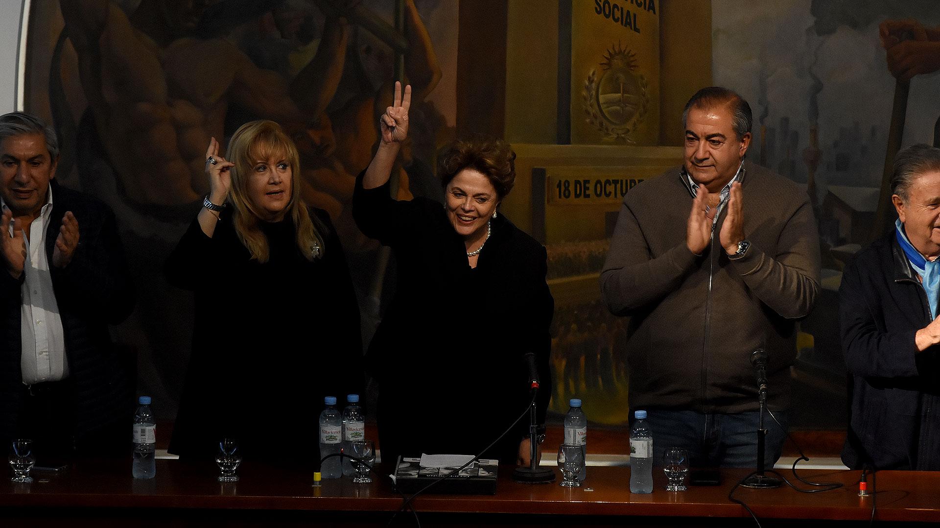 Junto a Dilma estuvieron los hermanos Daer, Eduardo Duhalde y Víctor Santa María