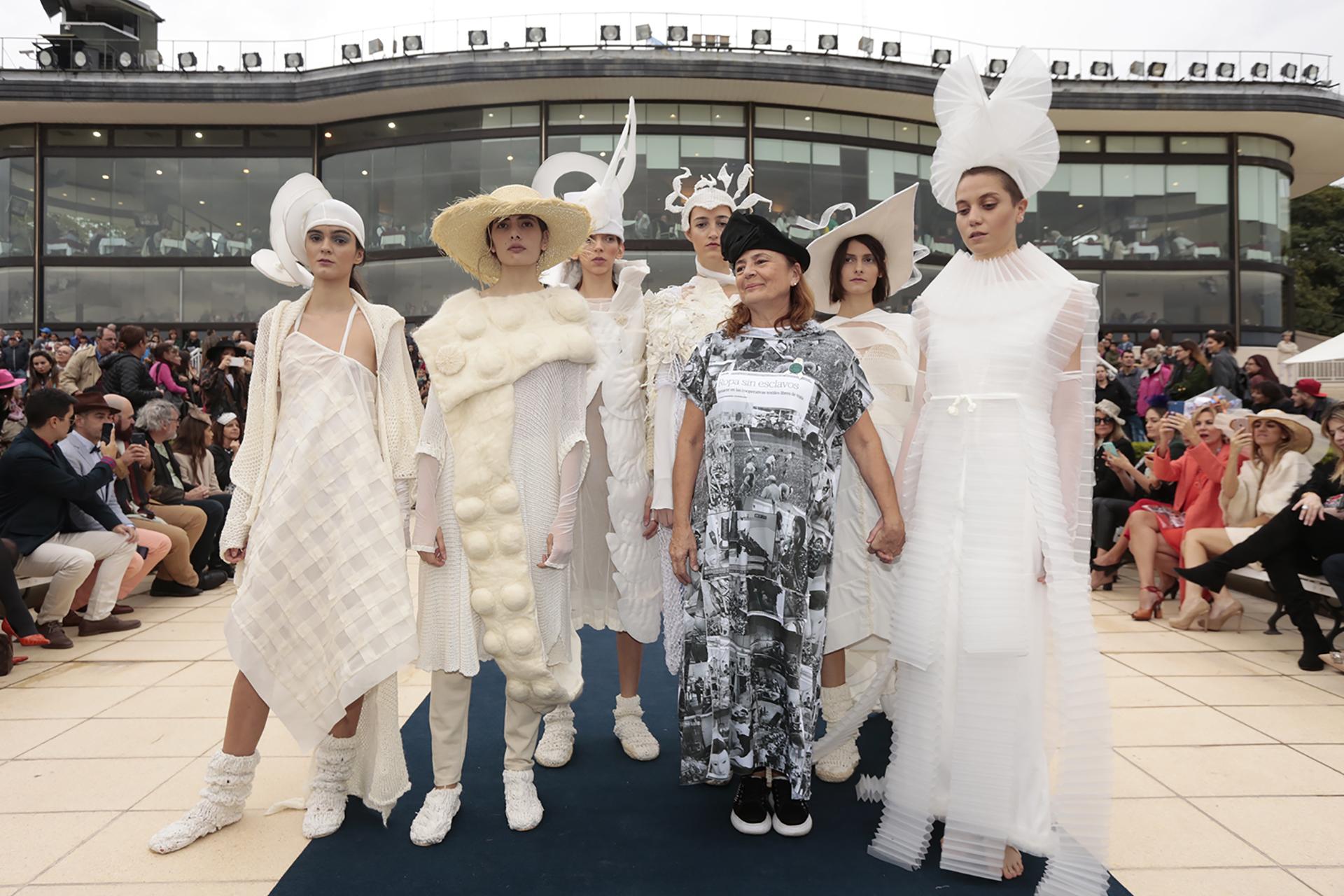 Otra de las grandes atracciones de la tarde fue la primera edición del Hat Show: feria, concurso y desfile de sombreros a beneficio de Ecomujeres