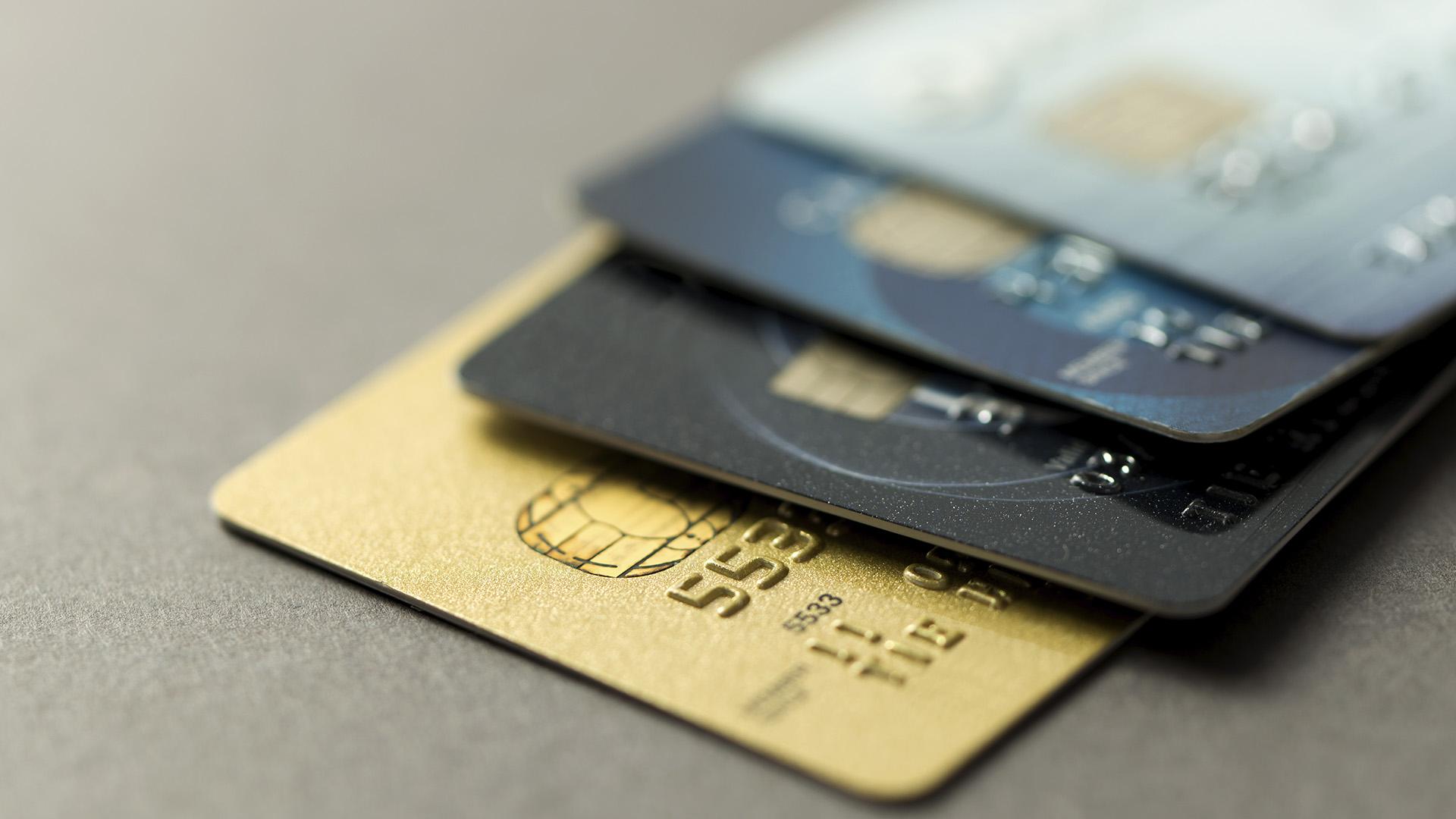 Las altas tasas restringen el consumo en cuotas (Getty)