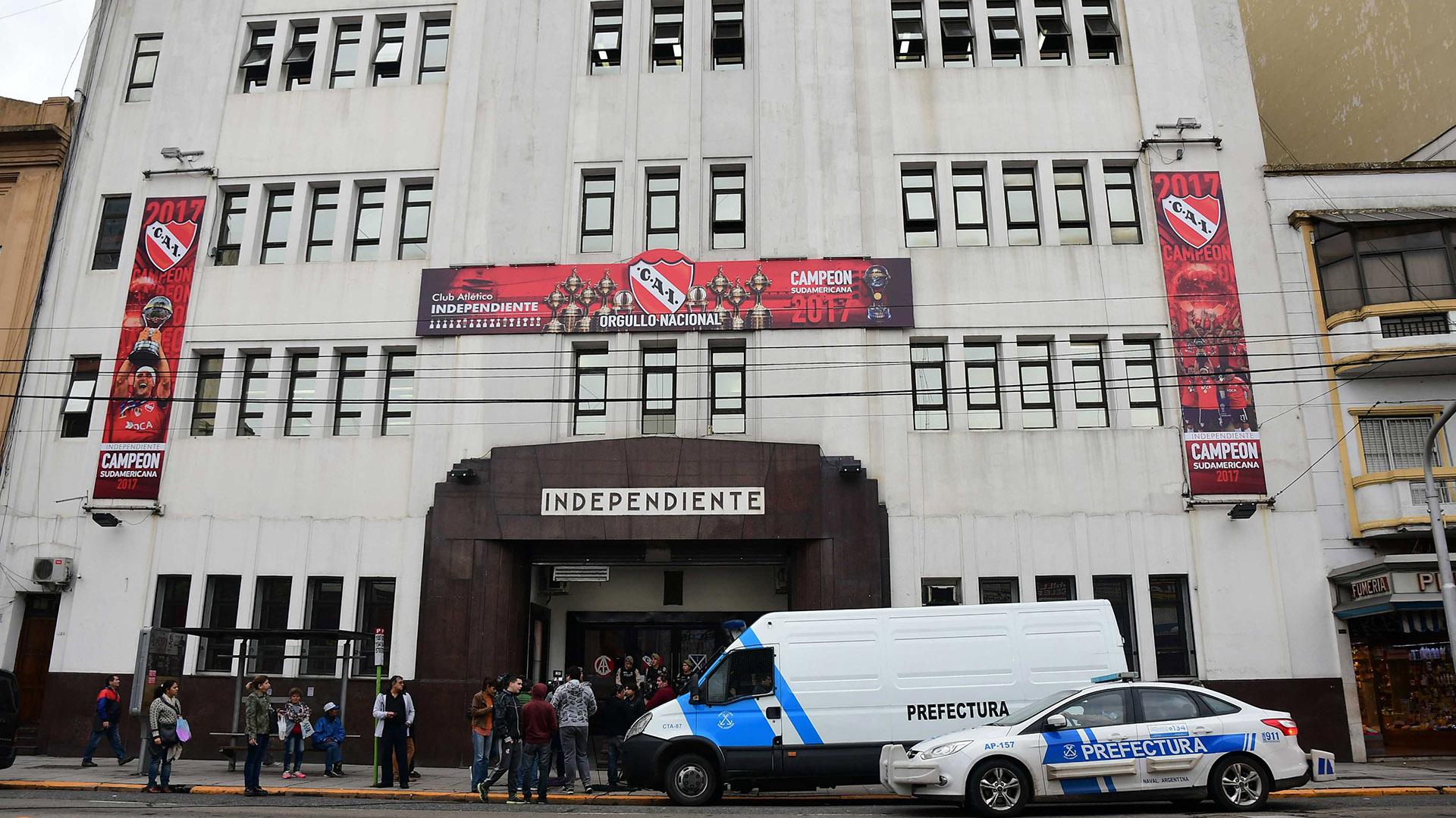 Volvieron los allanamientos a la sede del club Independiente de Avellaneda. (Télam)