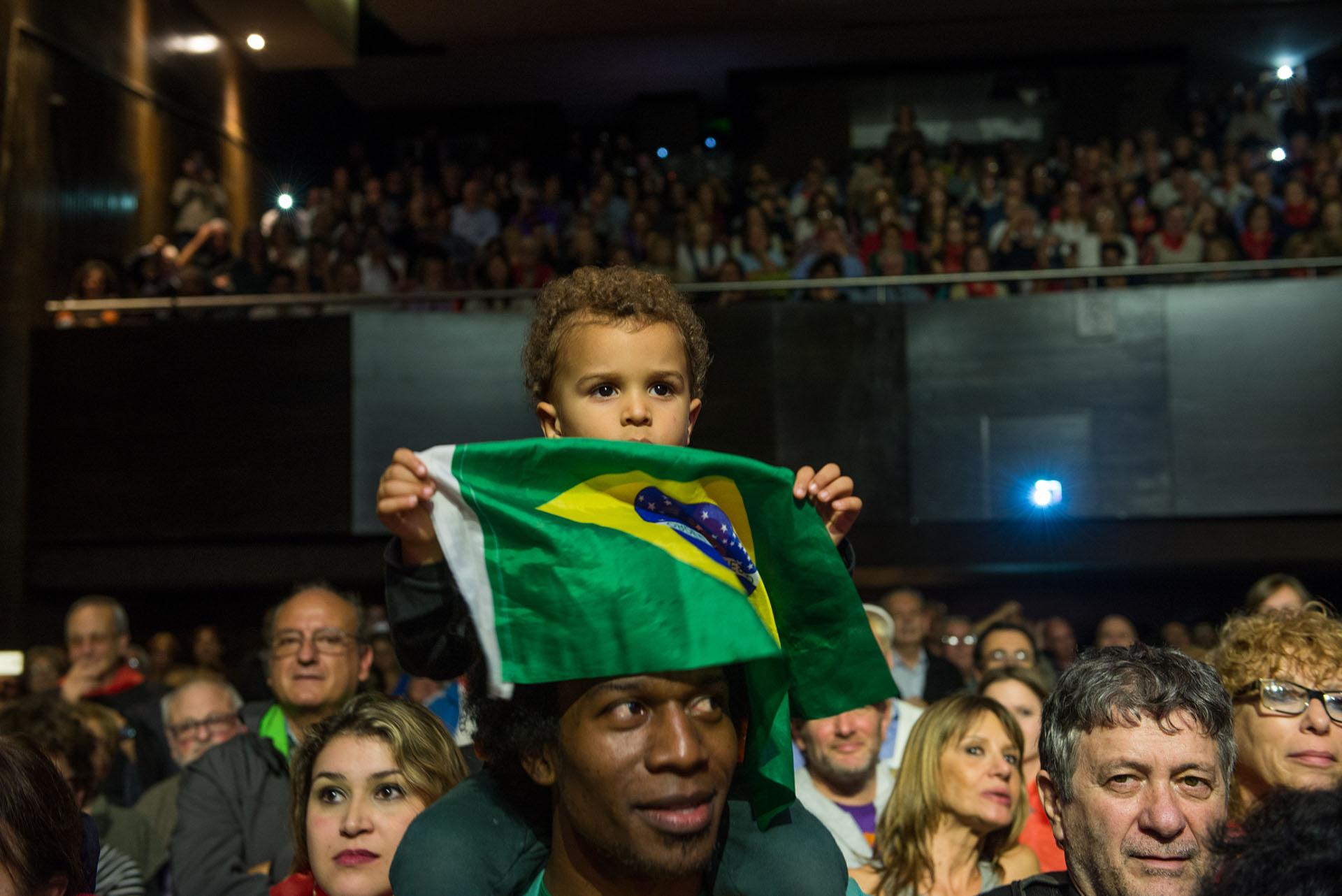 El festival se realizó en la sala Caras y Caretas del auditorio de la Universidad Metropolitana para la Educación y el Trabajo (UMET) y fue protagonizado por la ex presidente de Brasil Dilma Rousseff y el ex primer mandatario de Colombia Ernesto Samper