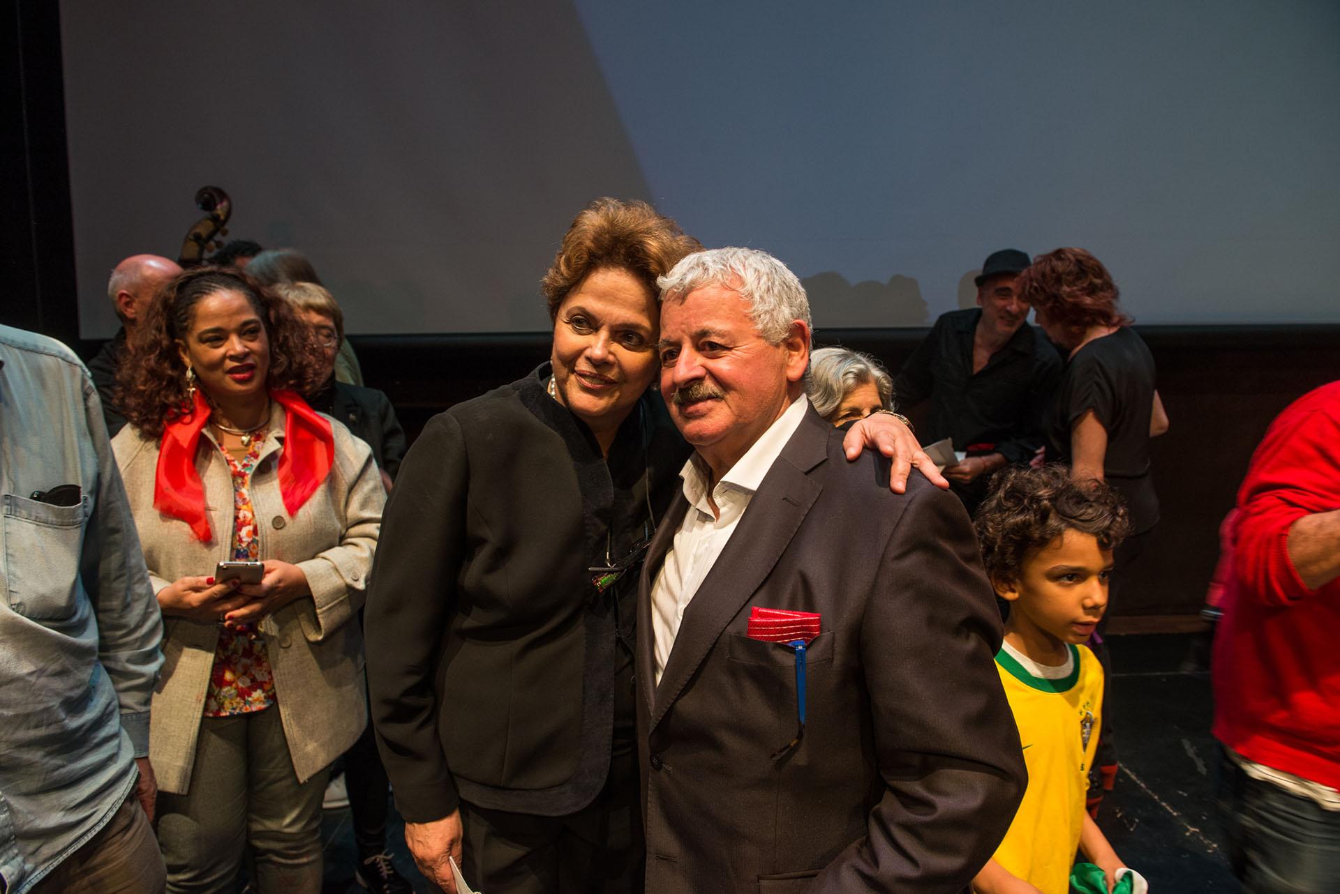 Dilma Rousseff con uno de los conductores del evento, Tití Fernández