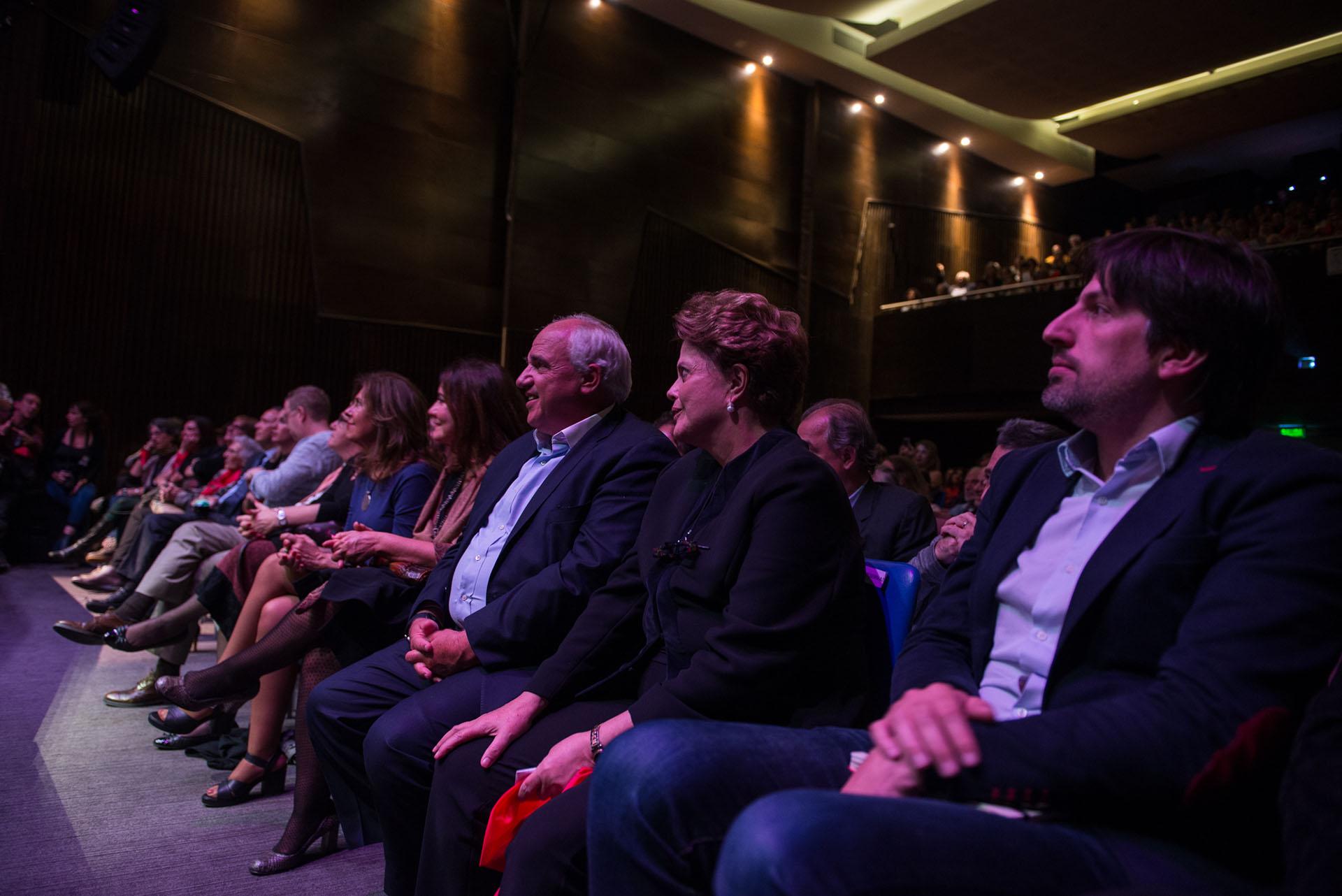 Dilma mira el espectáculo