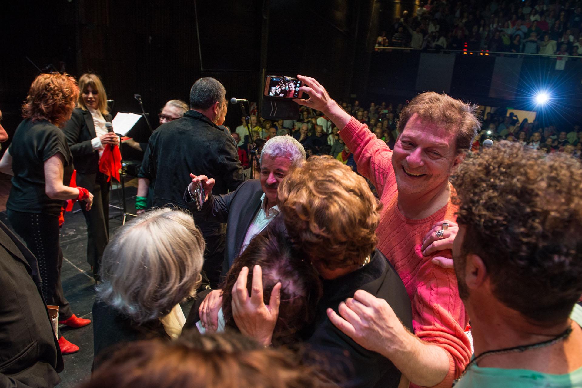 Los artistas quisieron sacarse una foto con Dilma Rousseff