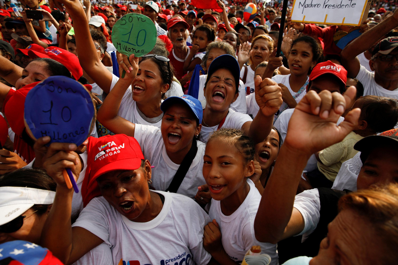 Simpatizantes de Maduro durante el acto en La Guaira (REUTERS/Carlos Garcia Rawlins)