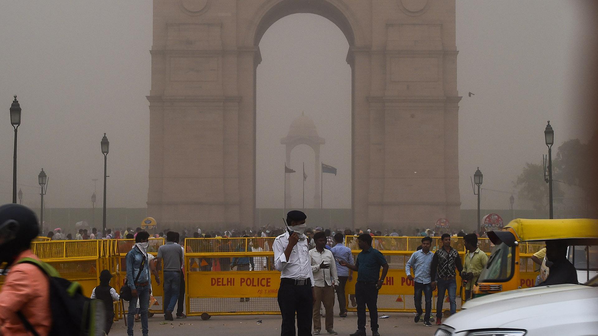 Al menos 97 personas perdieron la vida en esta tormenta que afectó a algunas de las zonas más turísticas de la India (AFP)