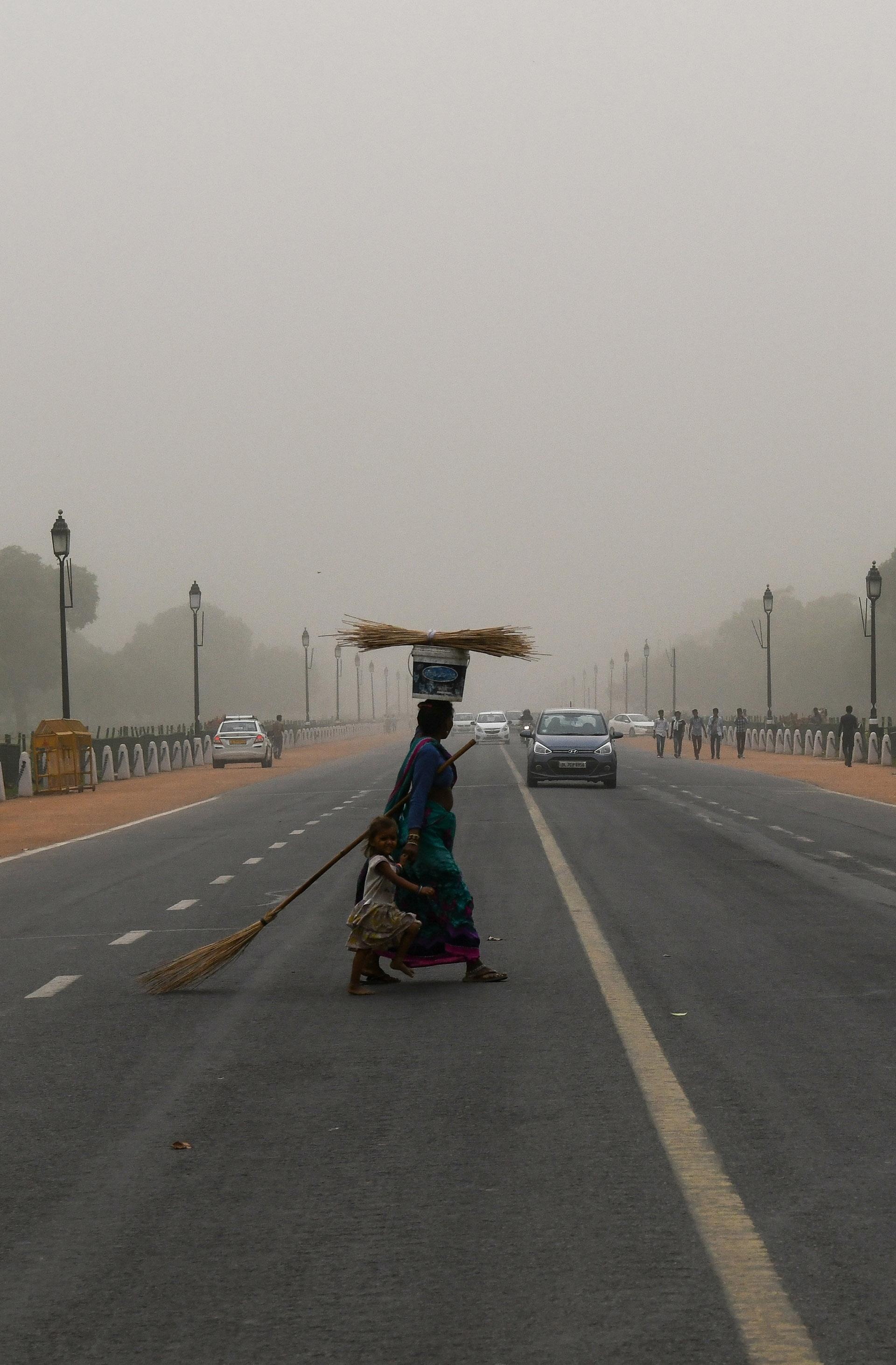 Una capa gris cubrió la capital (AFP)