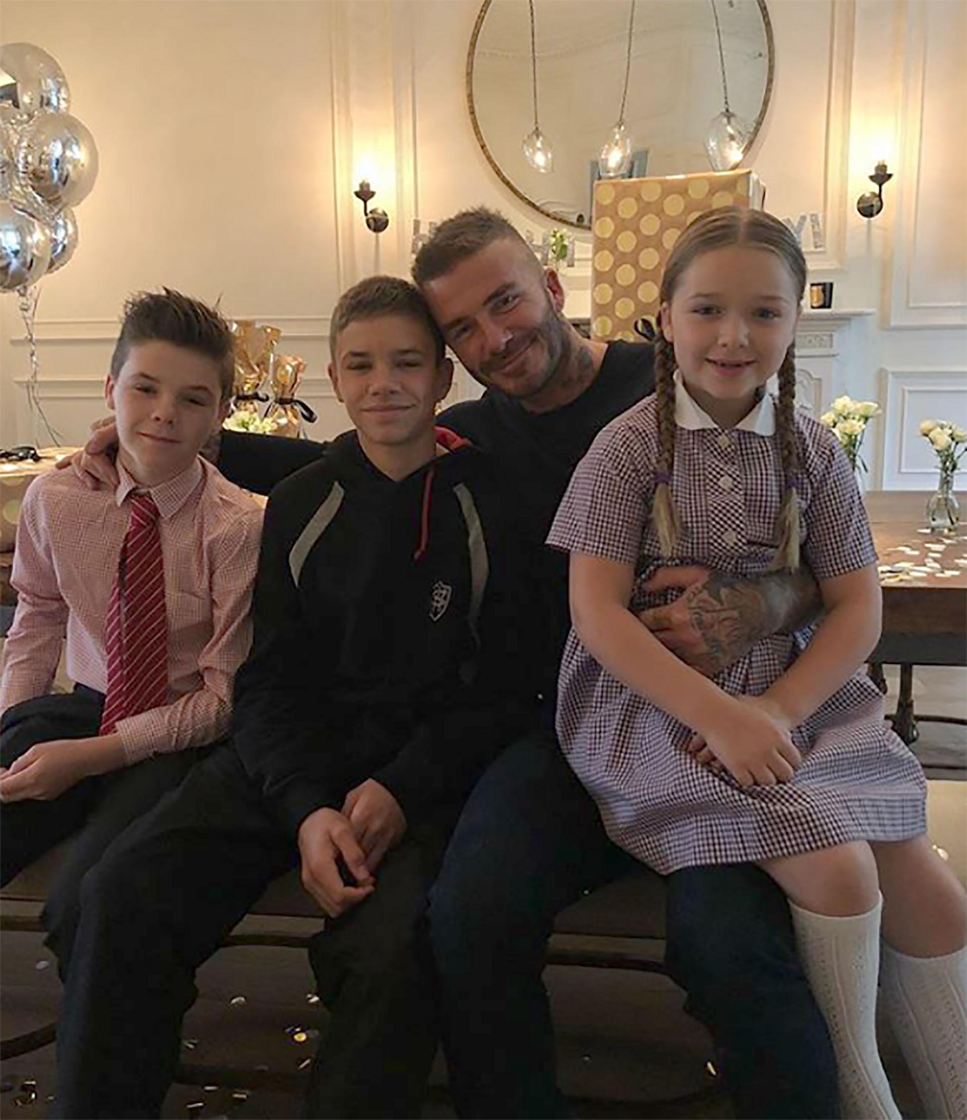 David Beckham festejó su cumpleaños con su esposa e hijos en Londres. (Instagram)