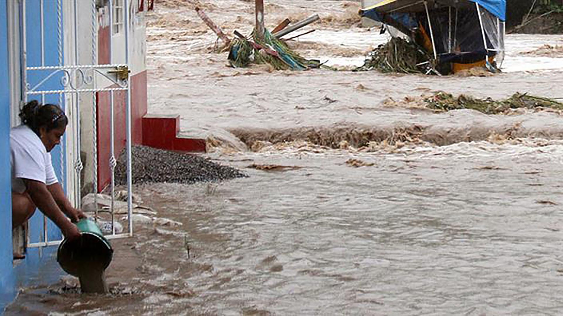 El Atlas Nacional de Riesgos se encarga de difundir conocimientos sobre los peligros e identificación de los riesgos de desastres que se presentan en el país derivados de los fenómenos de origen geológico, hidrometeorológico, químico, sanitario y socio-organizativo