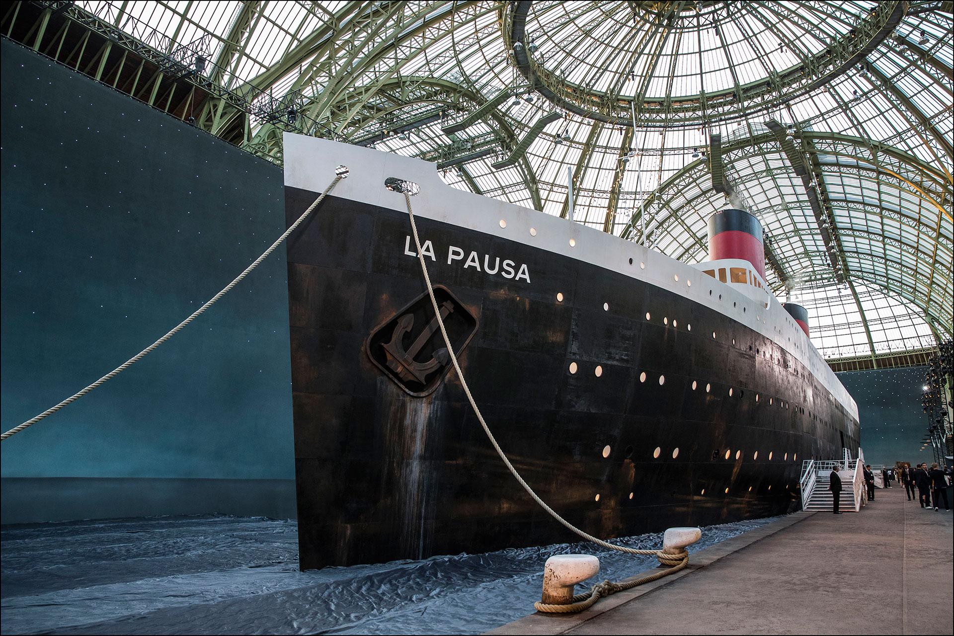 Siempre sorprende con sus escenografías. Esta vez, eligió montar un crucero dentro del Grand Palais. FOTONOTICIAS.
