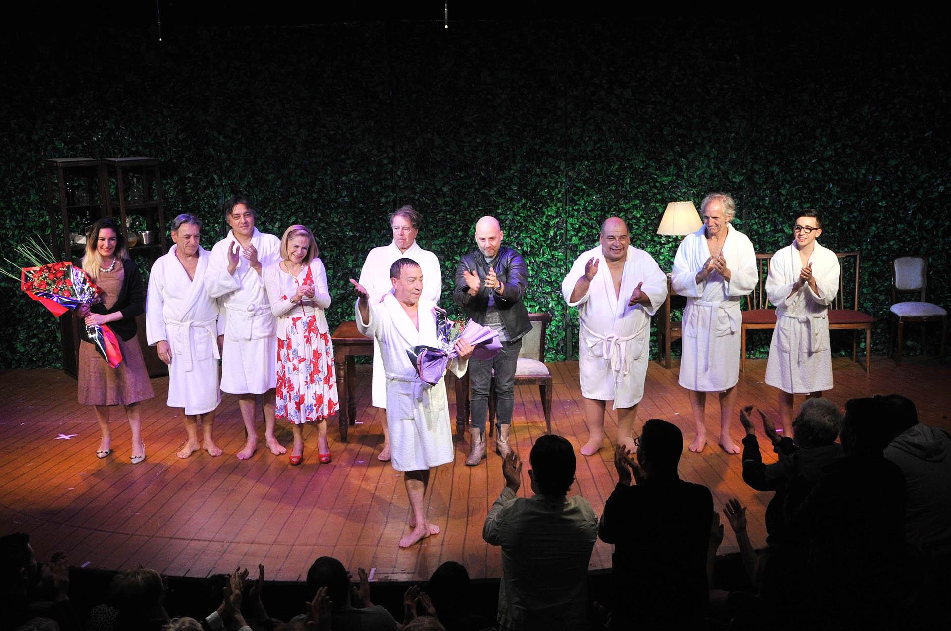 Mario Pasik, Esteban Prol, Roly Serrano, Aldo Pastur, Boy Olmy y Rodrigo Noya lo acompañaron en el escenario y compartieron su emoción