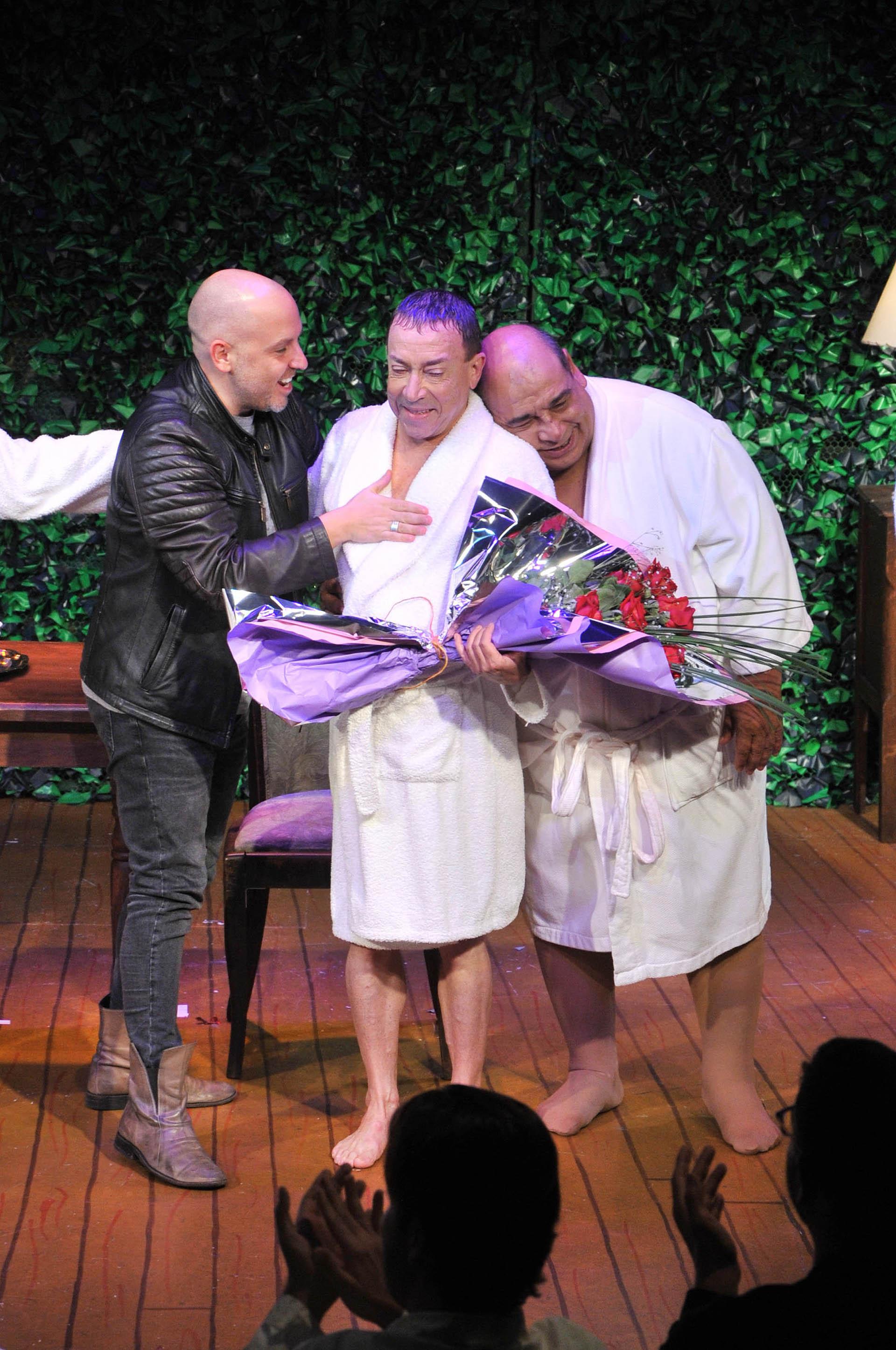 La emoción del actor, junto a José María Muscari y Roly Serrano (Crtédito de Fotos: Veronica Guerman/Teleshow)