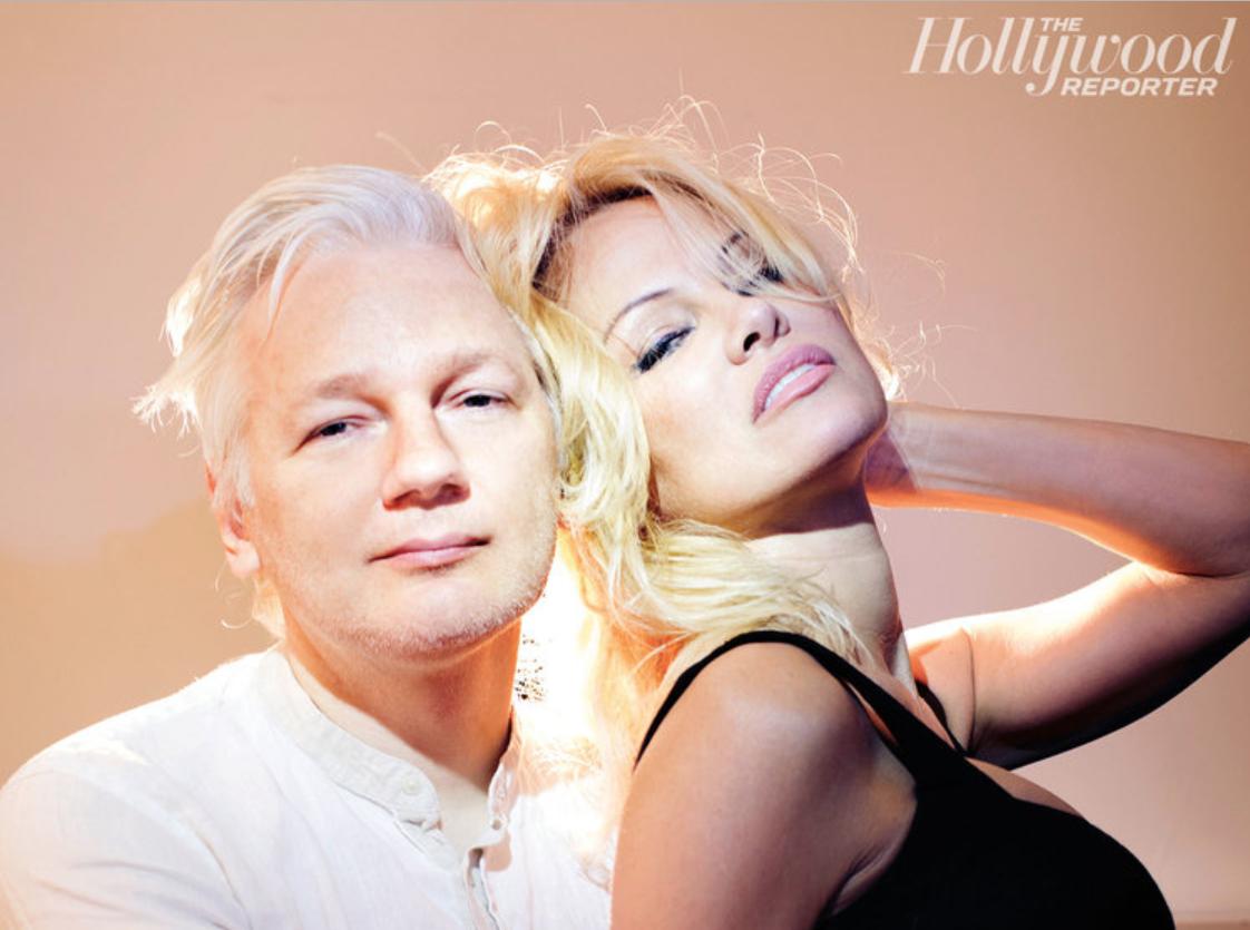 Julian Assange y Pamela Anderson, fotografiados por David LaChapelle para The Hollywood Reporter. (David LaChapelle/Contour)