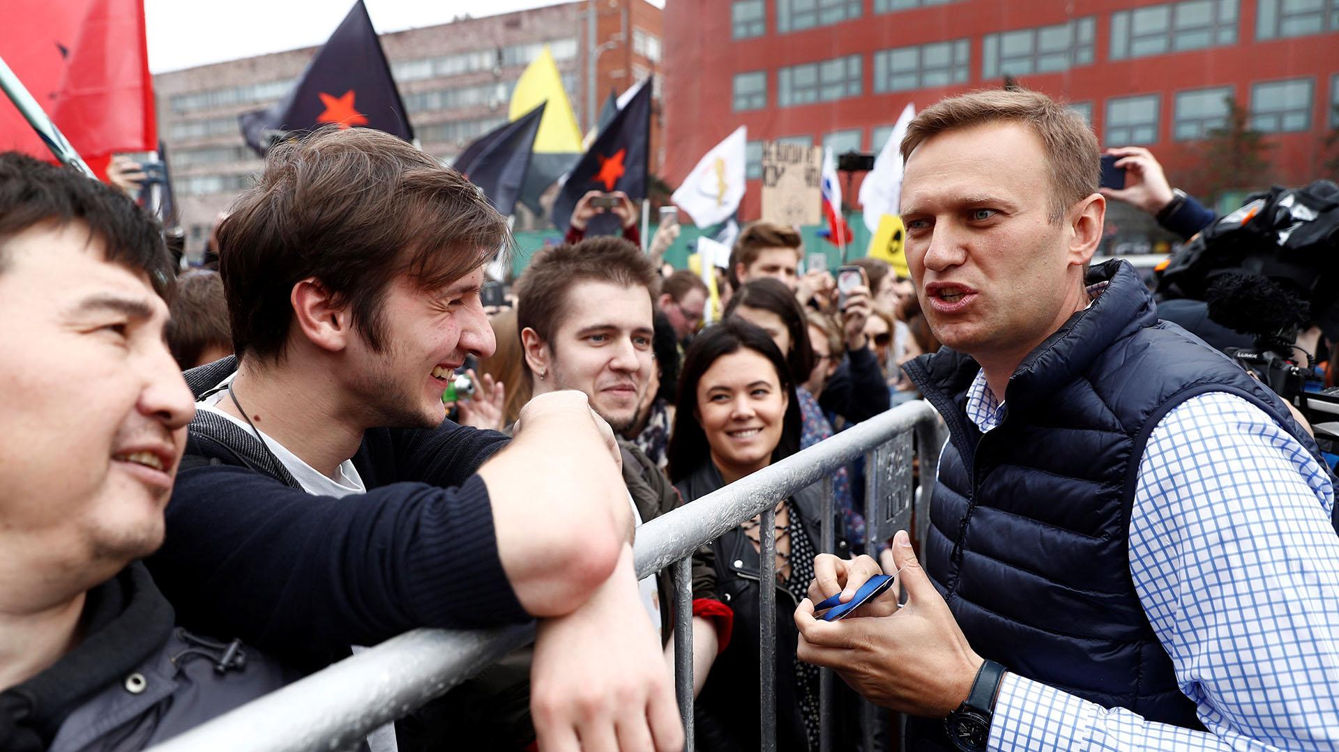 Miles de personas han acudido a la convocatoria de Navalni en el centro de Moscú y San Petersburgo, las dos ciudades más importantes del país (EFE)