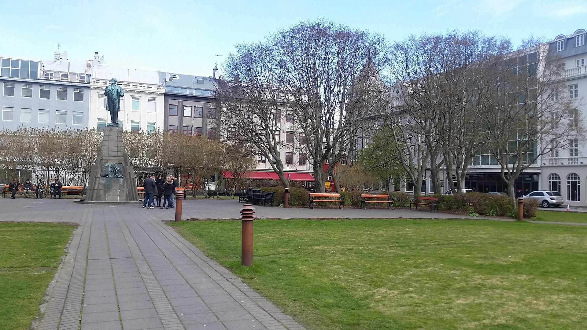 Plaza Austurvöllur, la principal de la ciudad