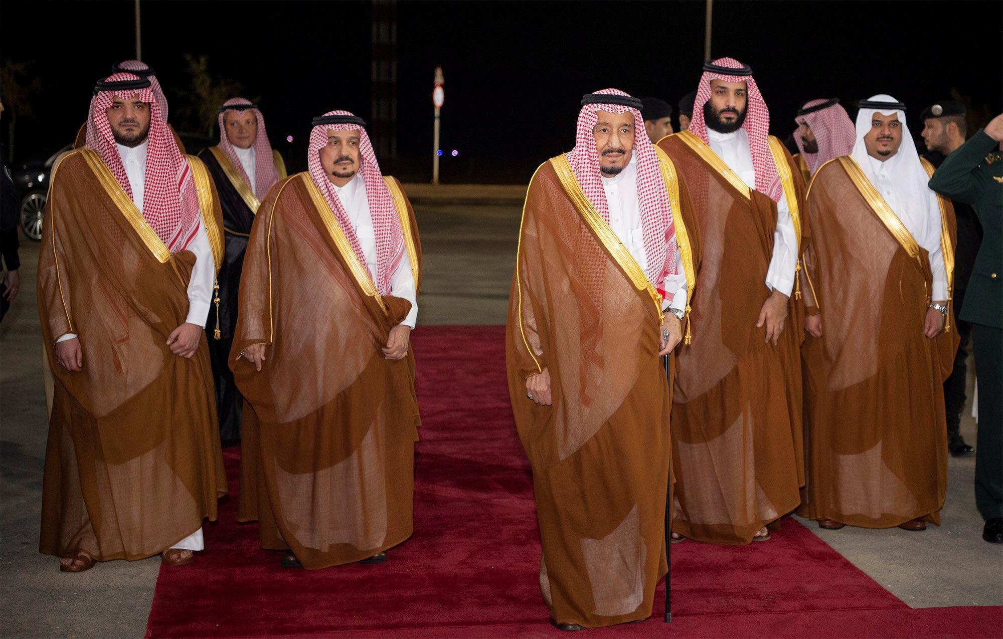 El rey de Arabia Saudita, Salman bin Abdulaziz Al Saud, junto al príncipe, Mohammed bin Salman