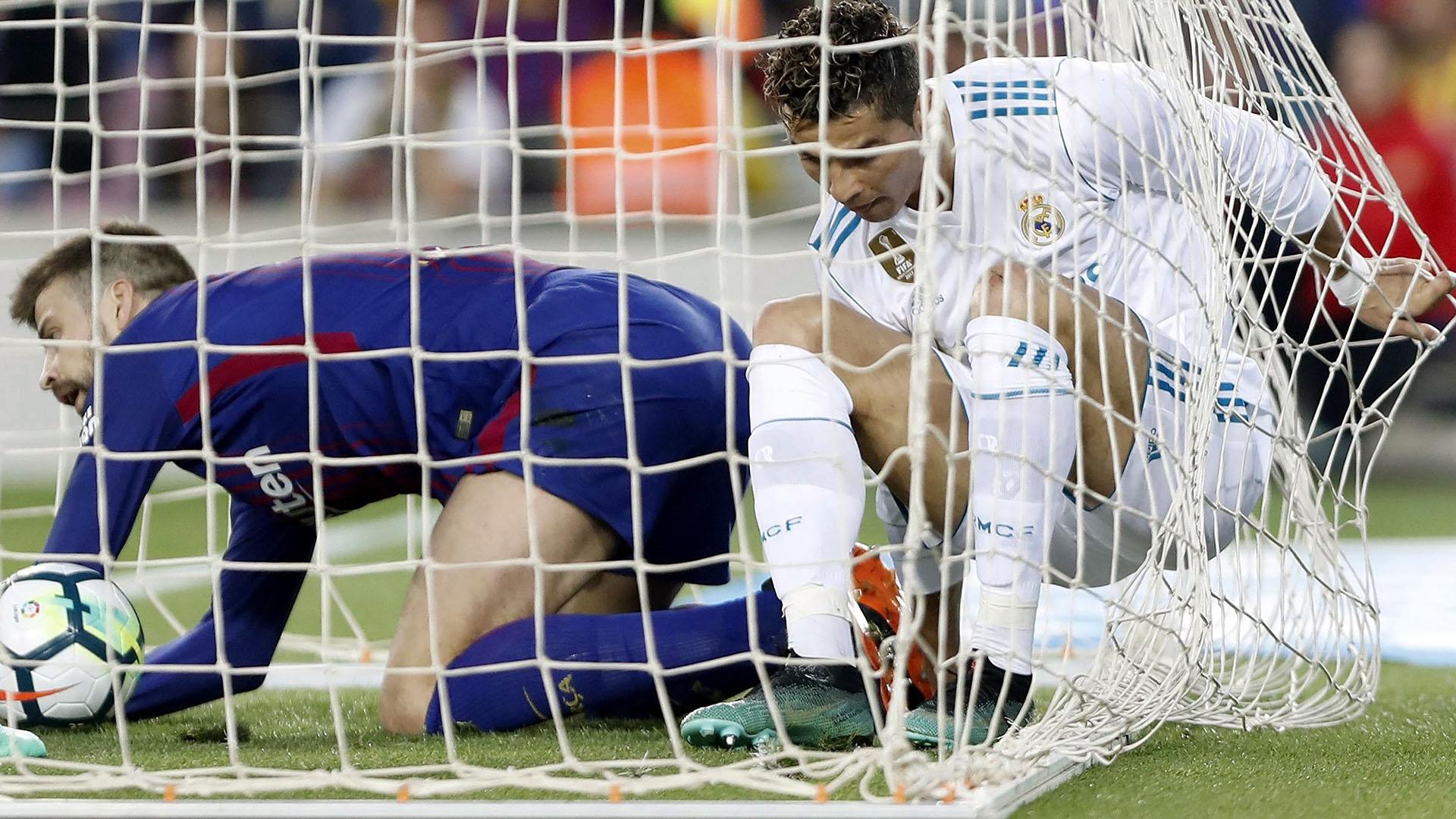 Piqué, vencido ante la conquista de Cristiano Ronaldo (Foto: EFE)