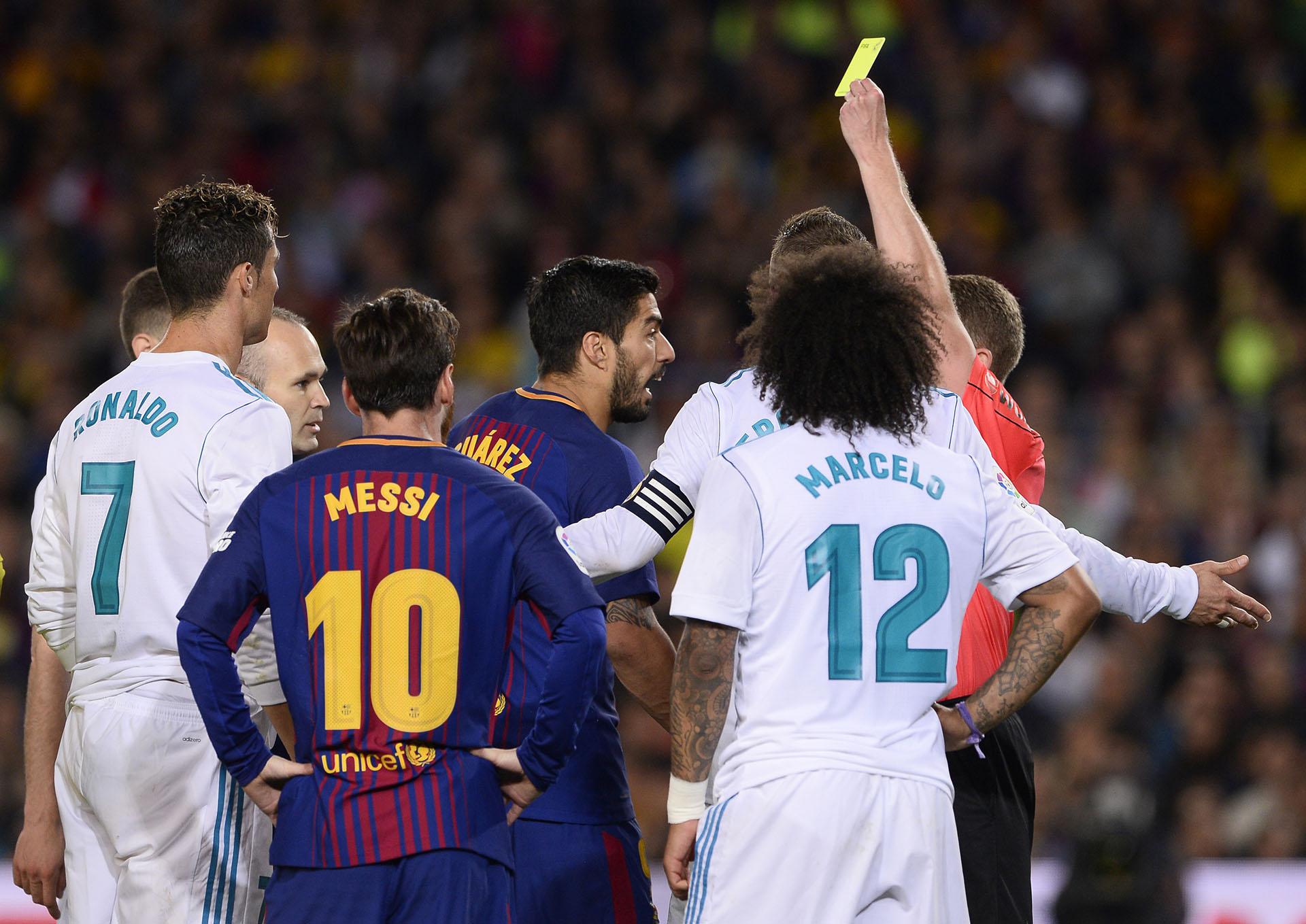 Suárez mantuvo varias discusiones durante el partido (AFP)
