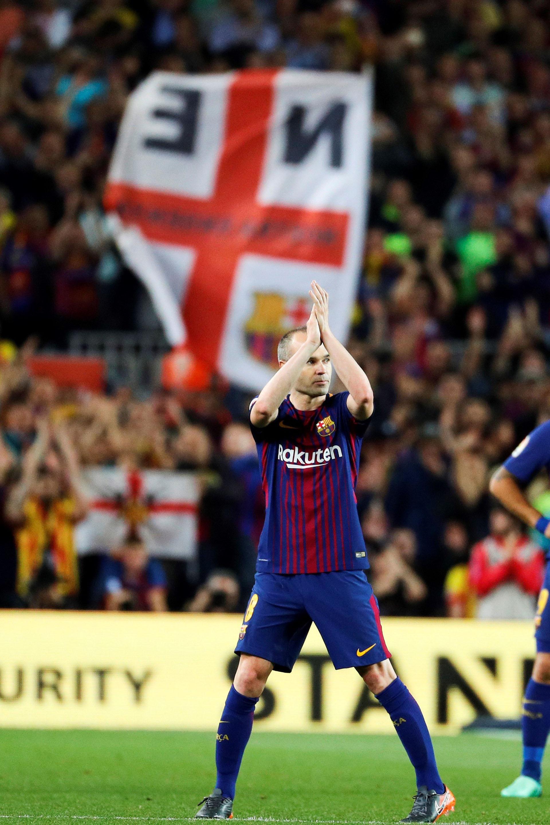 Iniesta jugó su último clásico. La próxima temporada jugará en China (EFE)