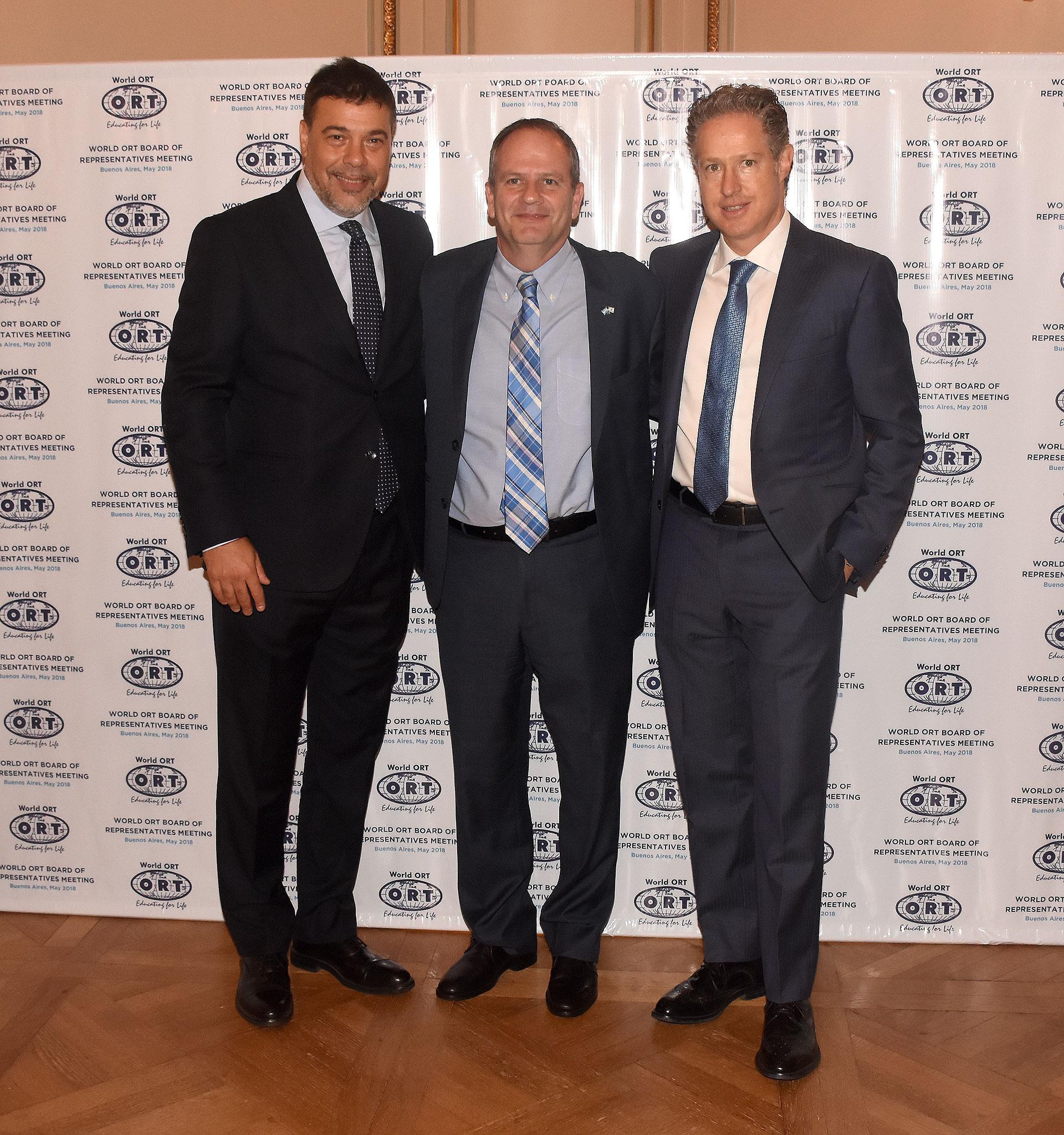 Darío Werthein, junto al embajador de Israel Ilan Sztulman y Arturo Merikanskas, presidente de ORT México