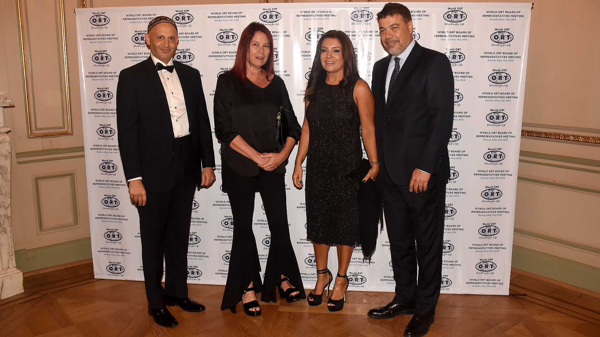 El ministro Bergman y su esposa Gabriela, junto al presidente del consejo de administración de ORT Mundial, Darío Werthein y su esposa Cecilia