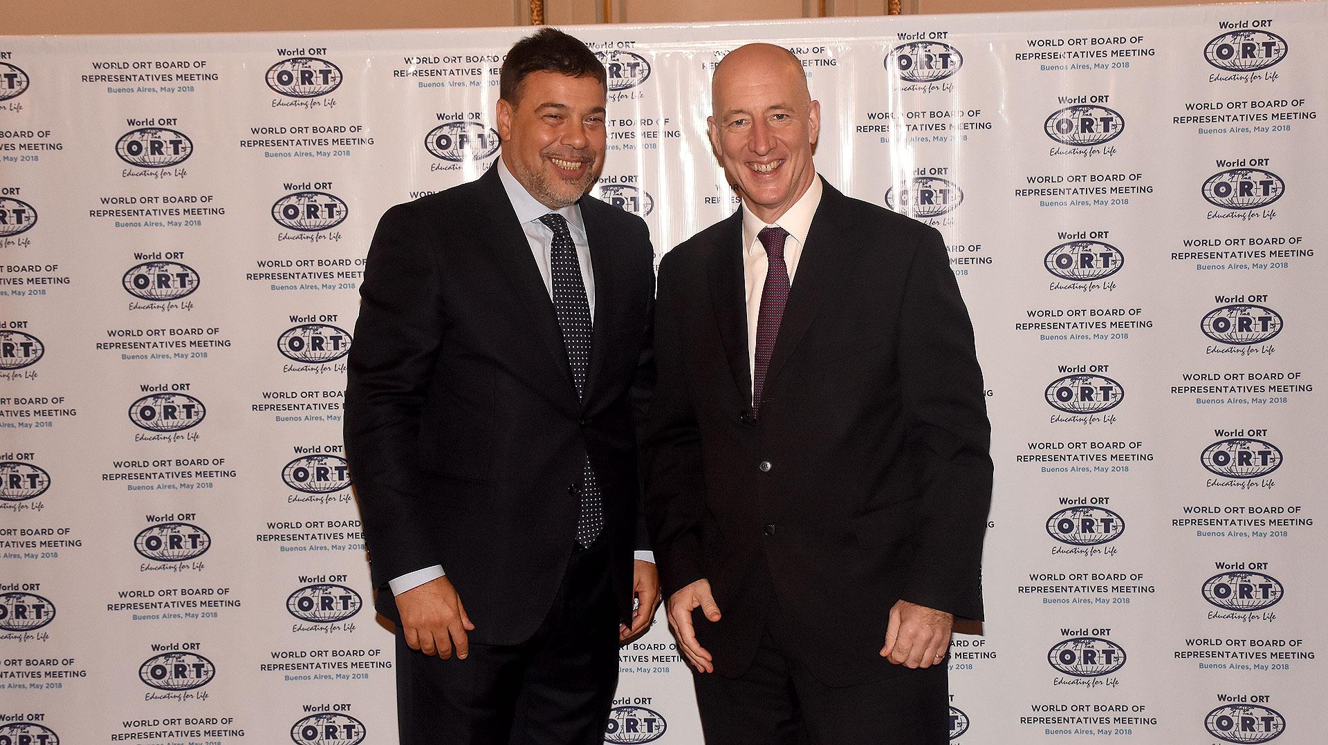 Dario Werthein junto al embajador del Reino Unido en Argentina, Mark Kent