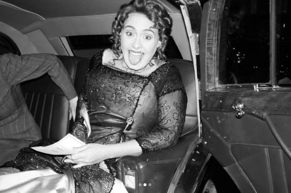 Adele vestida y peinada como Kate Winslet en Titanic