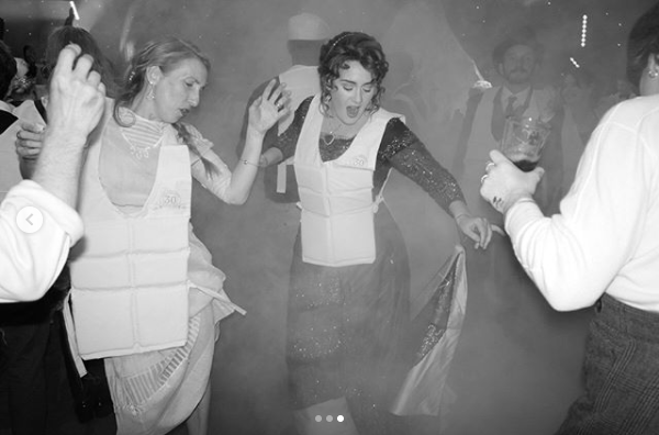 Adele festejó 30 años con una mega fiesta temática de Titanic (Instagram Adele)