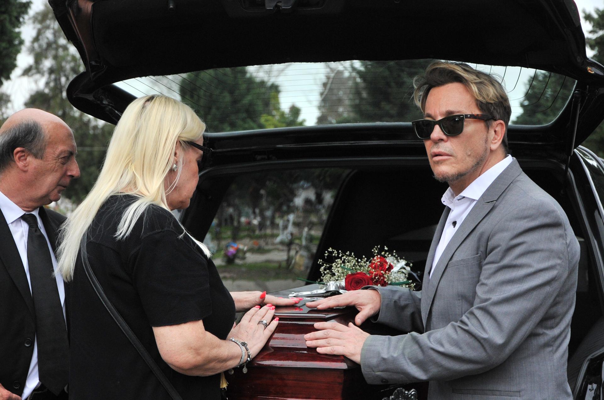 Durante el entierro, Silvia y Guido se mostraron muy unidos