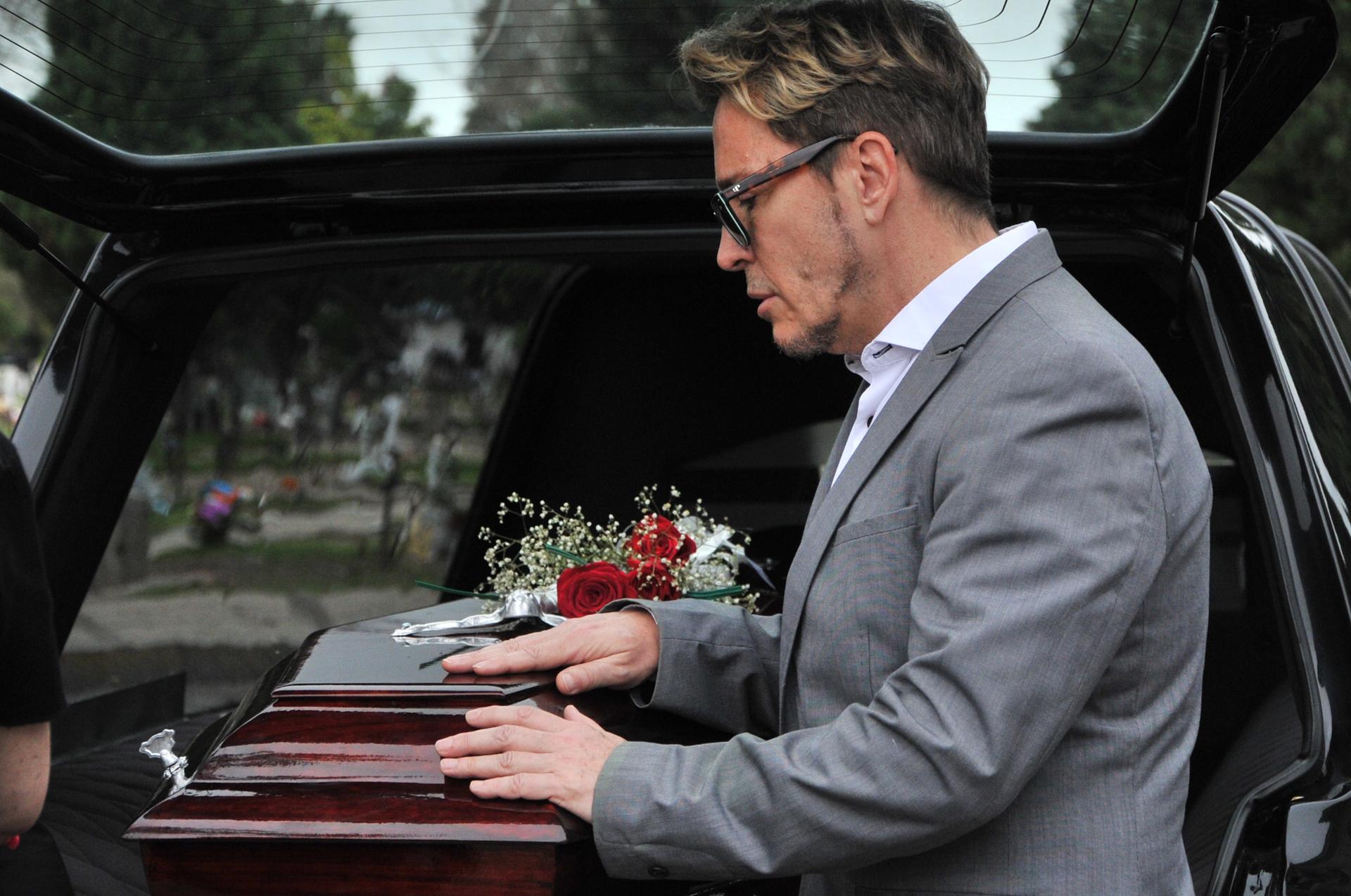 Entre lágrimas, Guido despidió a su papá Hugo