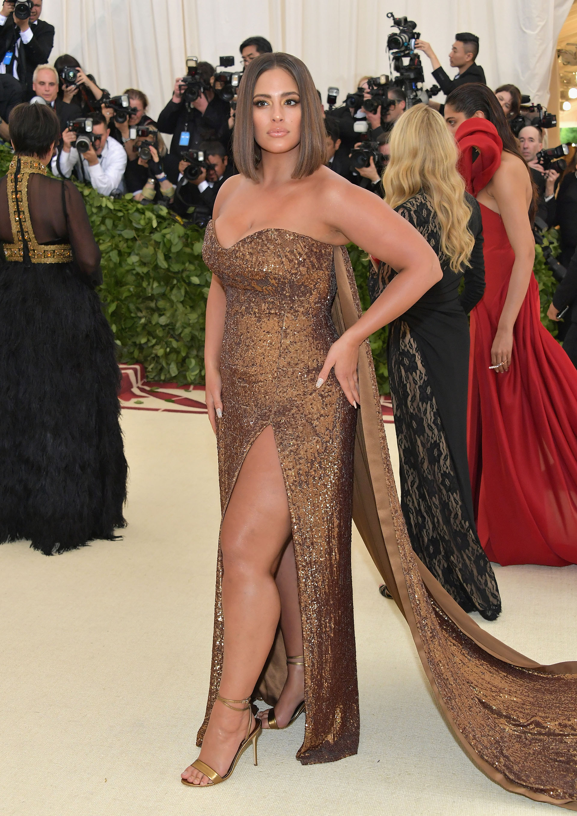 Ashley Graham eligió un look bien Kim Kardashian de Prabal Gurung. (AFP)