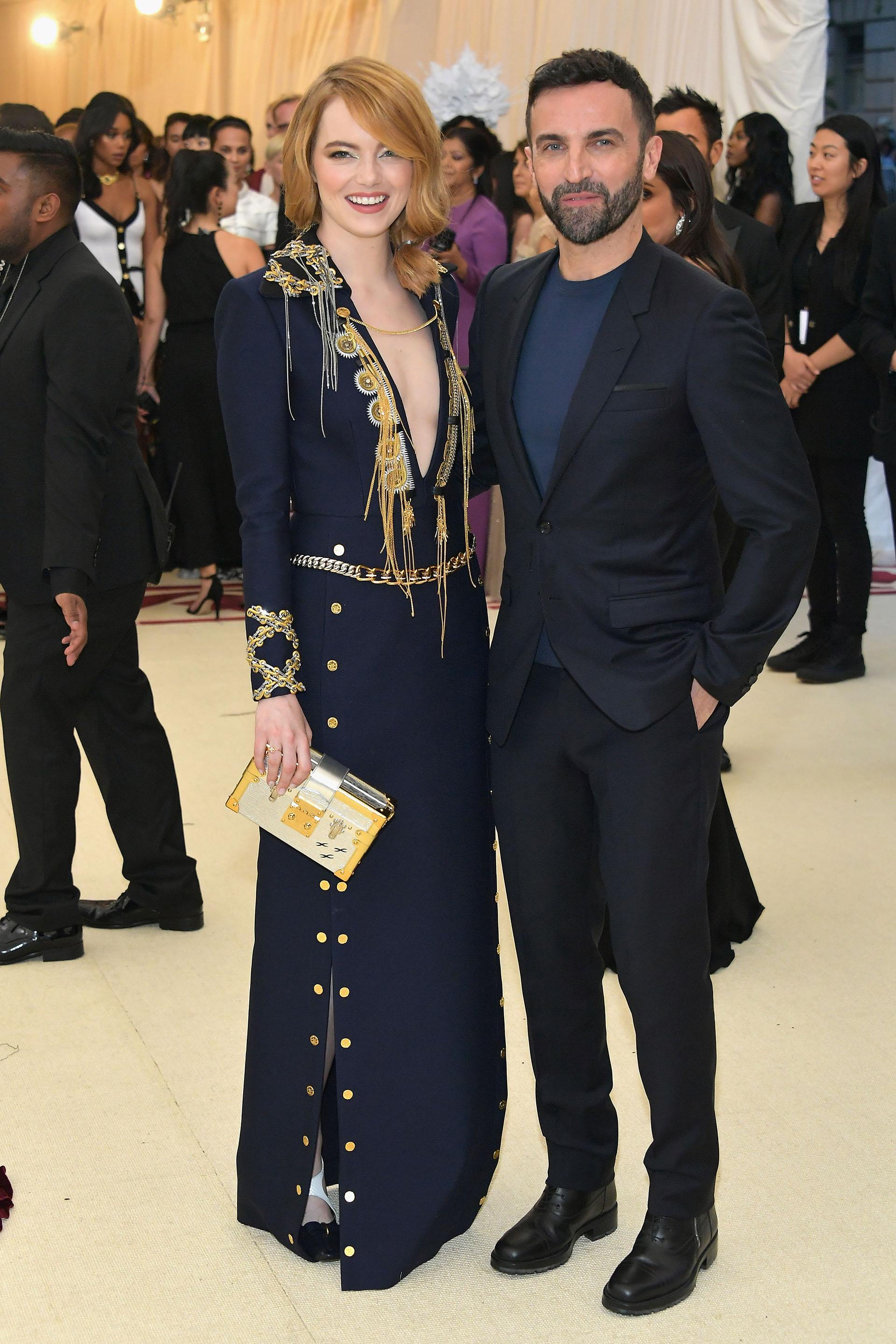 Louis Vuitton el encargado del vestuario de Emma Stone y el diseñador Nicolas Ghesquiére