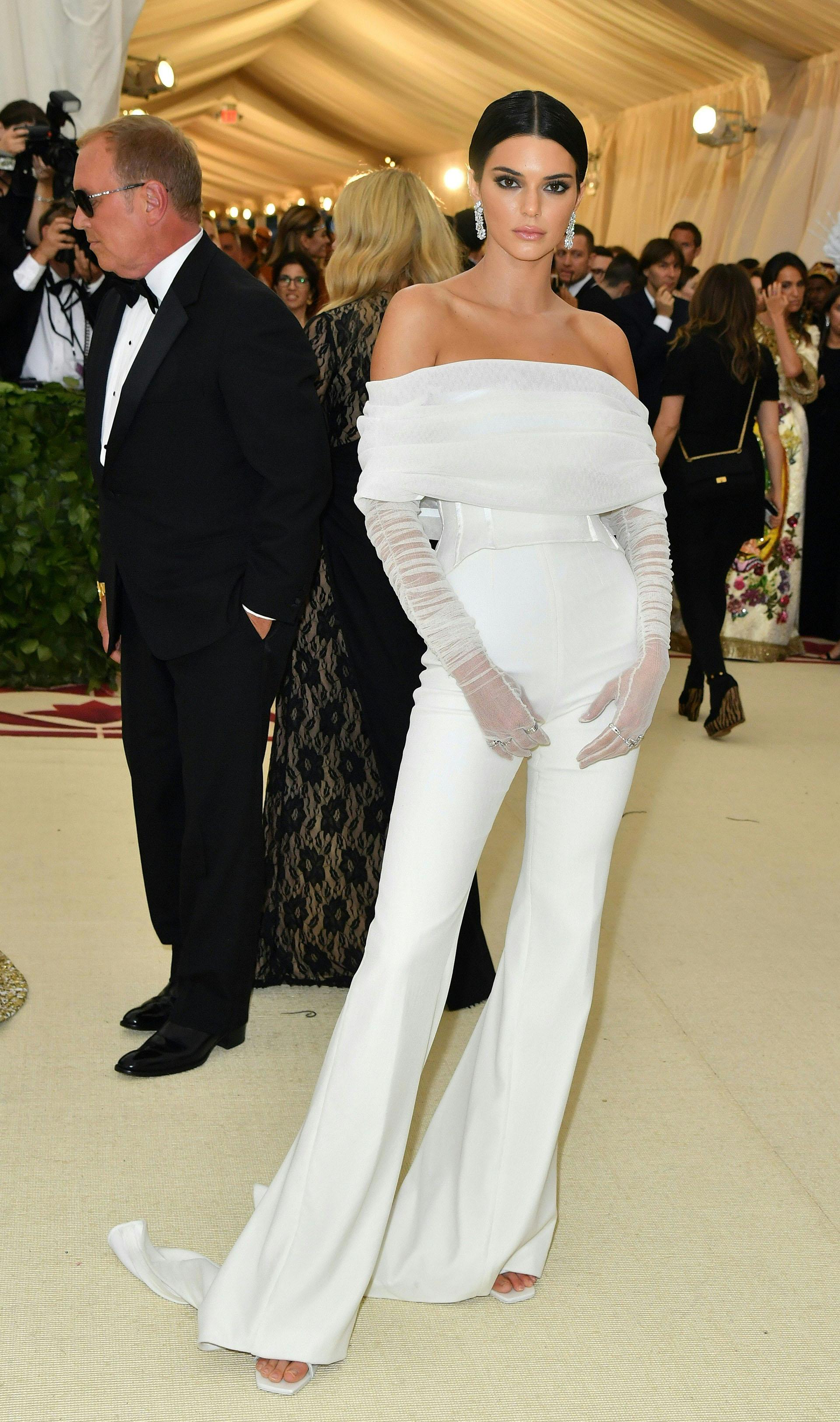 Kendall Jenner vestida por el diseñador Virgil Abloh, encargado de la línea masculina de Louis Vuitton.