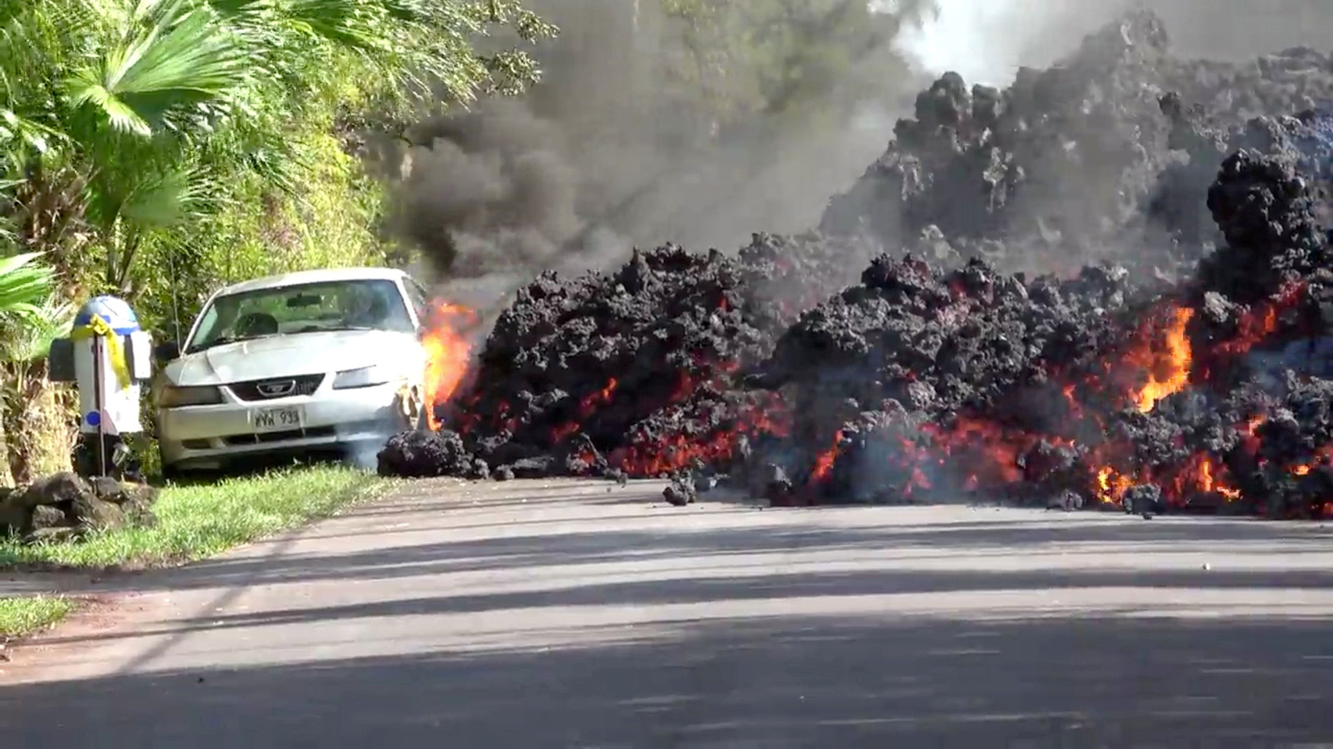 El auto estaba aparcado a un costado de una carretera en Hawaii (Reuters)