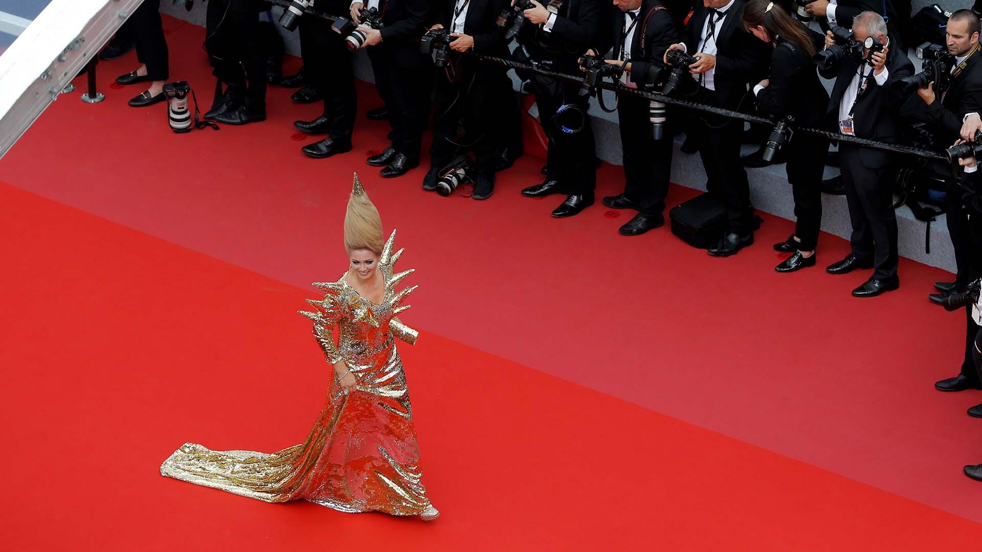El extravagante look deElena Lenina en la alfombra roja