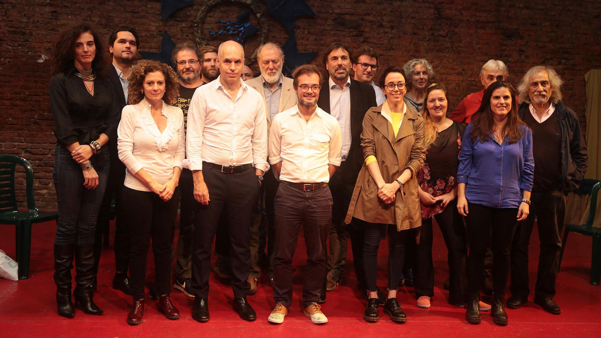 Horacio Rodriguez Larreta y Enrique Avogadro en la presentacion del programa Barrios Creativos