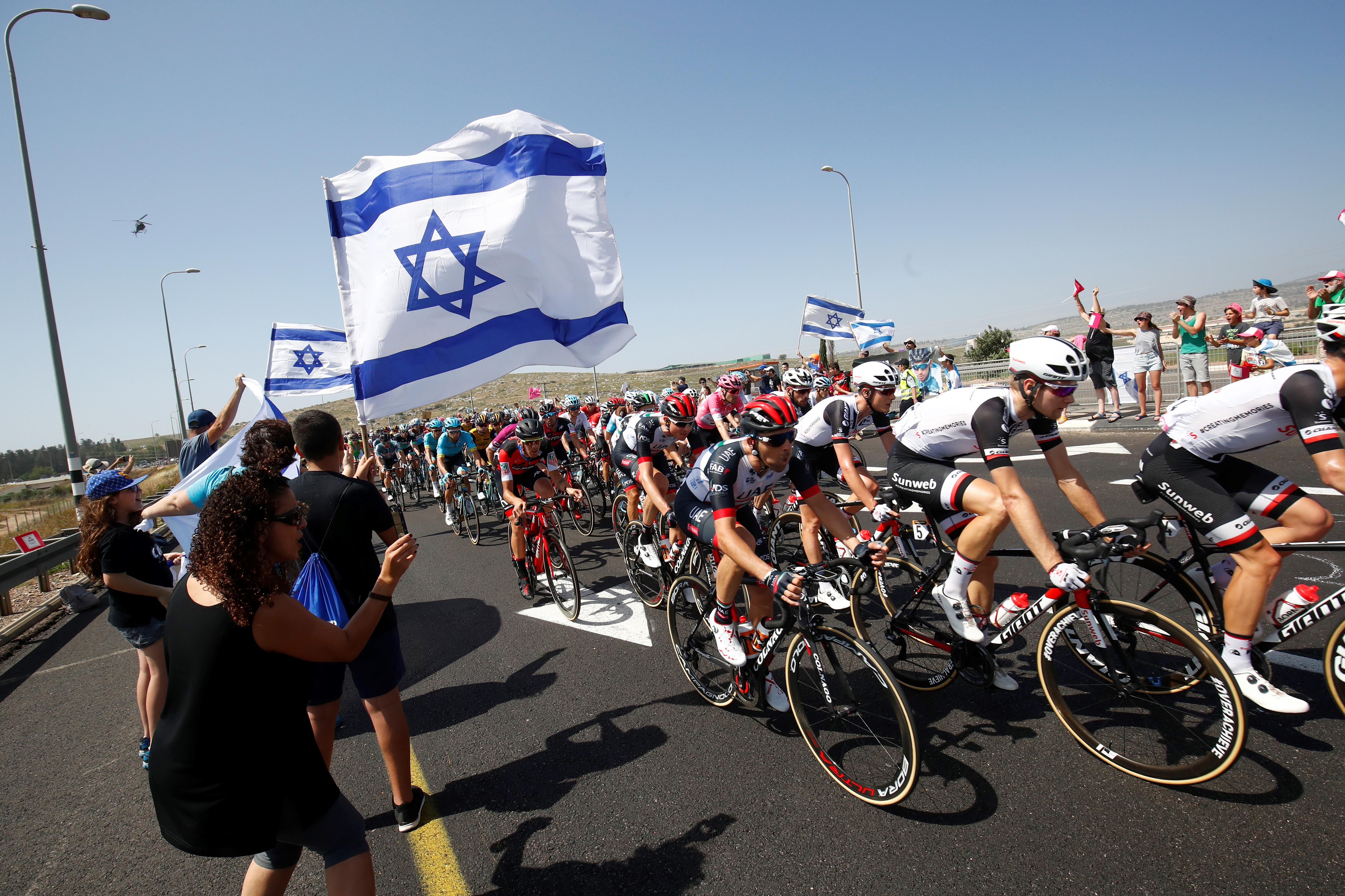 El paso de los ciclistas entre Haifa y Tel Aviv. (AFP / Luk Benies)