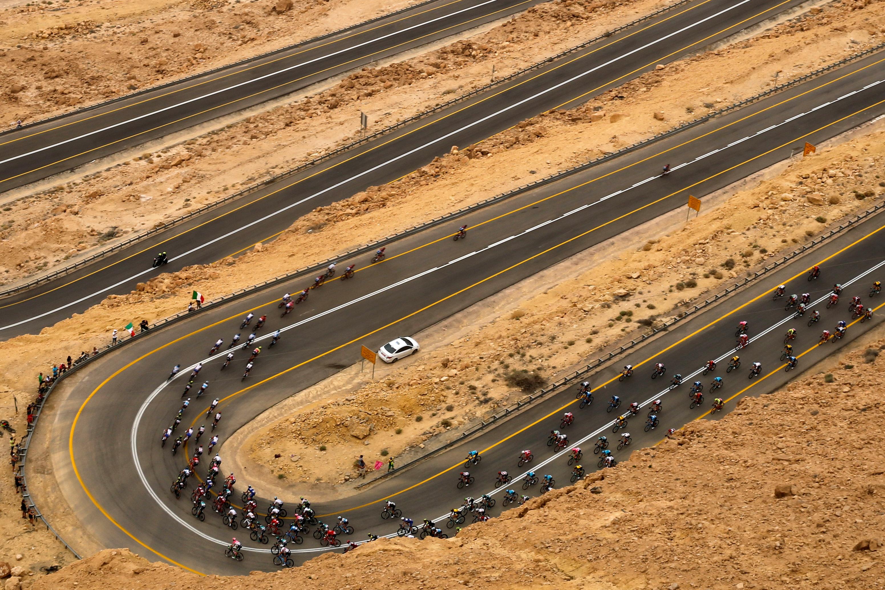 El pelotón cerca deMitzpe Ramon. (REUTERS/Amir Cohen)