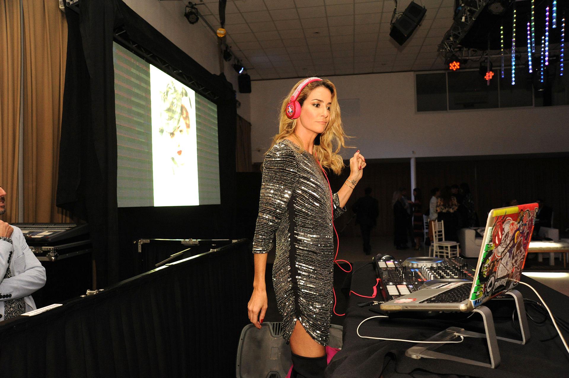 La DJ Puli de María musicalizó el evento.