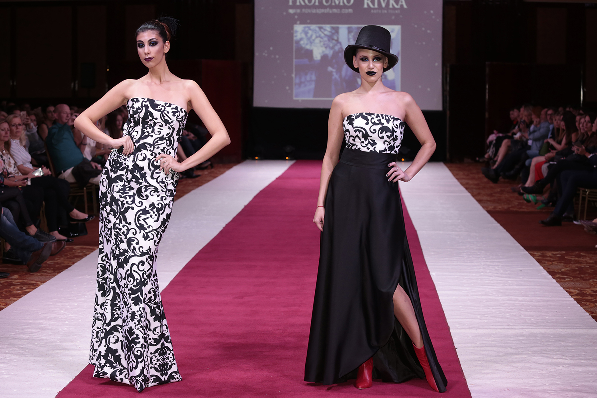 Diseños con sublimación. Strapless en blanco y negro, y a la izquierda strapless con falda de cintura alta y tajo medio (Fotos: Christian Bochichio)