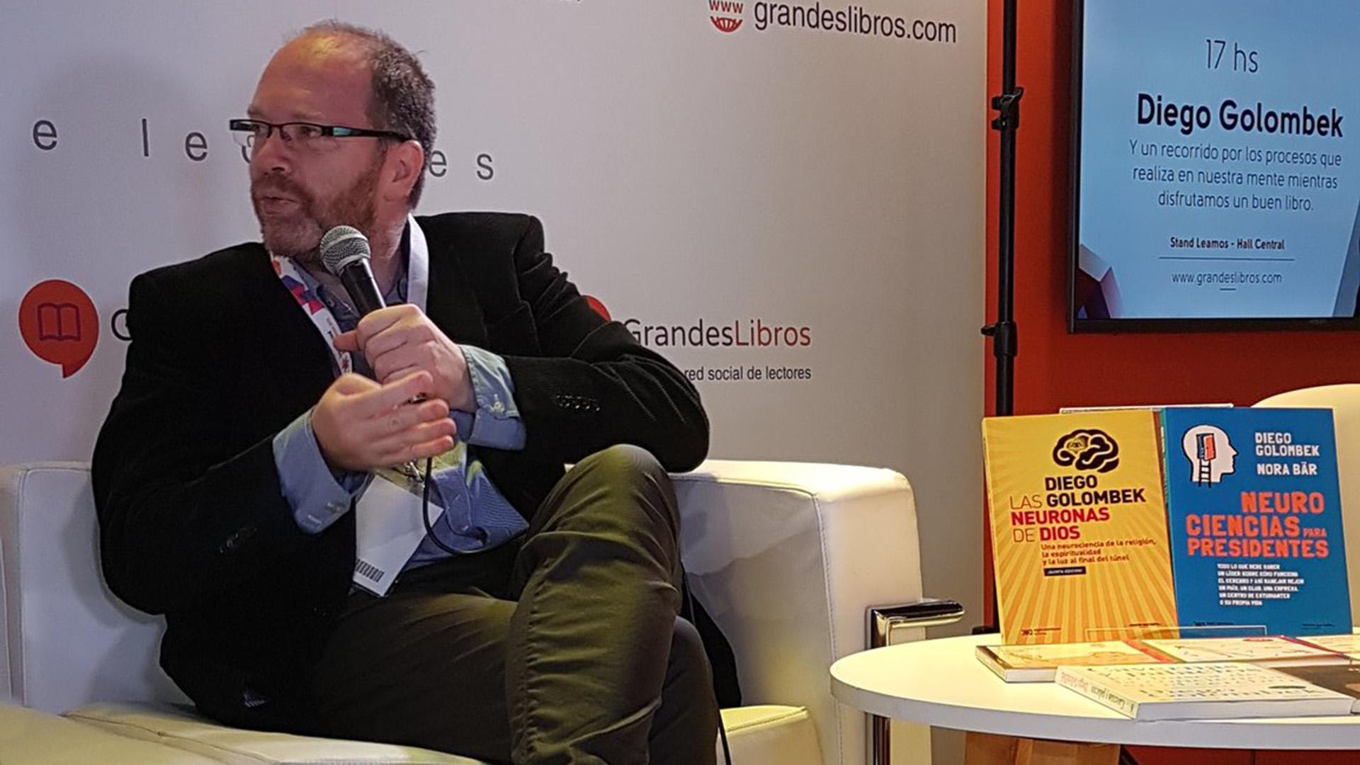 Diego Golombek, el año pasado en el stand de Grandes Libros
