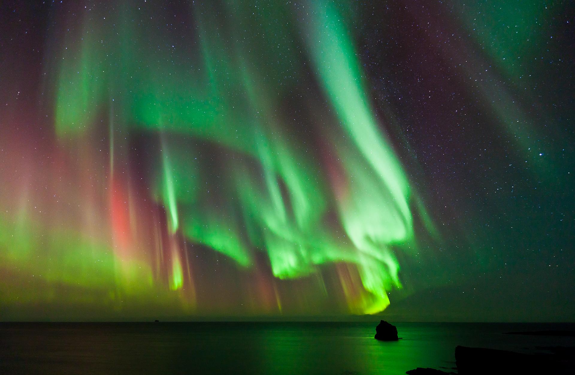 Entre paisajes cubiertos de nieve y largas nochescon el cielo como protagonista, el expreso parte de Moscú y viaja hacia el norte de Rusia, más allá del Círculo Polar Ártico, para ver este fenómeno único en el mundo (Getty Images)