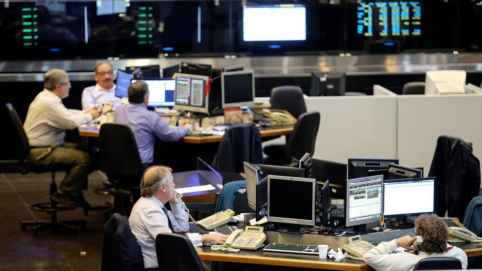 Las acciones del Merval recuperaron 13% en dos ruedas. (NA)