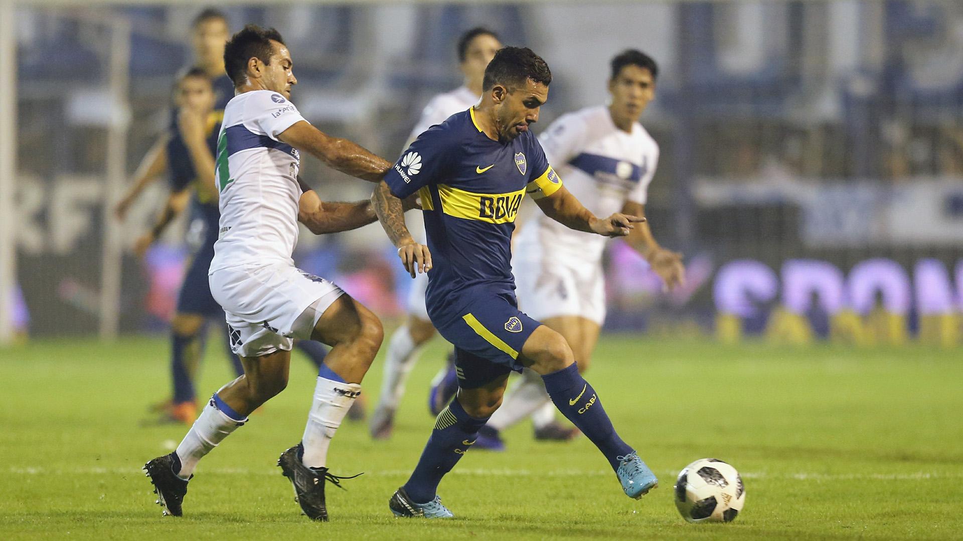 Tevez no mostró su mejor nivel y fue reemplazado por Oscar Benítez en el complemento