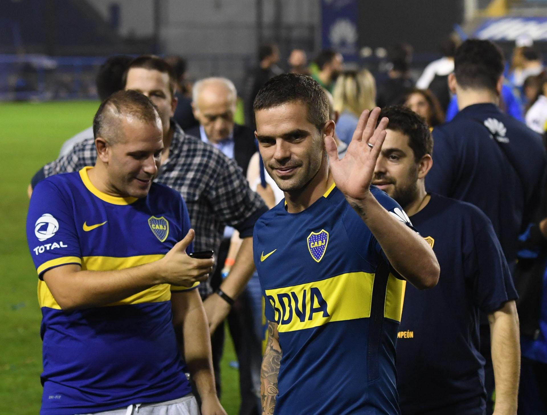 A punto de volver a las canchas tras su rotura de ligamentos de rodilla, Gago celebró en la Bombonera el último título de Boca: Superliga 2017/2018 (Maxi Luna)