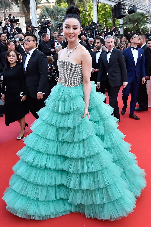 La actriz china Fan Bingbing impactó con un diseño de alta costura del creador tunecino Ali Karoui (AFP PHOTO / LOIC VENANCE)