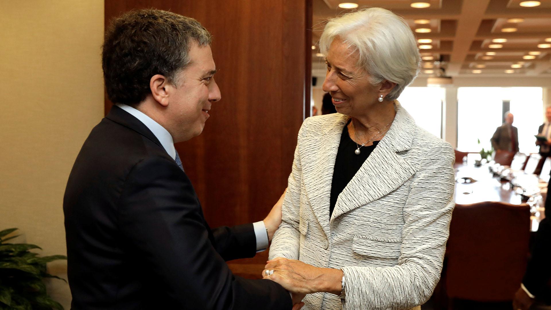Nicolás Dujovne con Christine Lagarde, la directora gerente del FMI (Reuters)