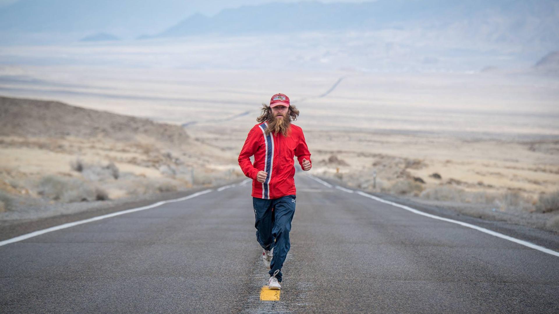 Fanático de Forrest Gump, Pope imitó su aventura (Facebook/Run Robla Run – Going The Distance)