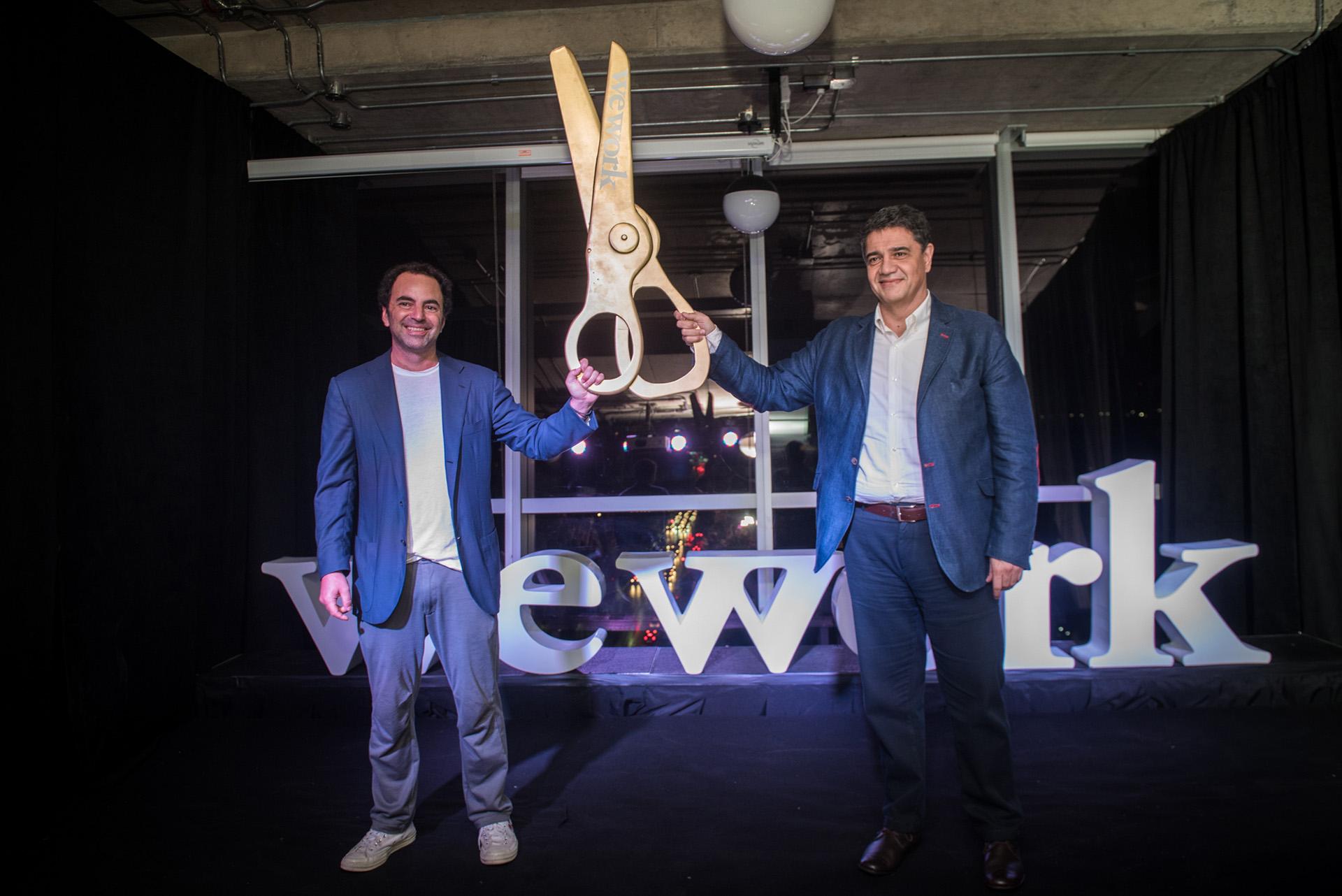 Patricio Fuks y Jorge Macri tras el corte de cinta del nuevo edificio de WeWork